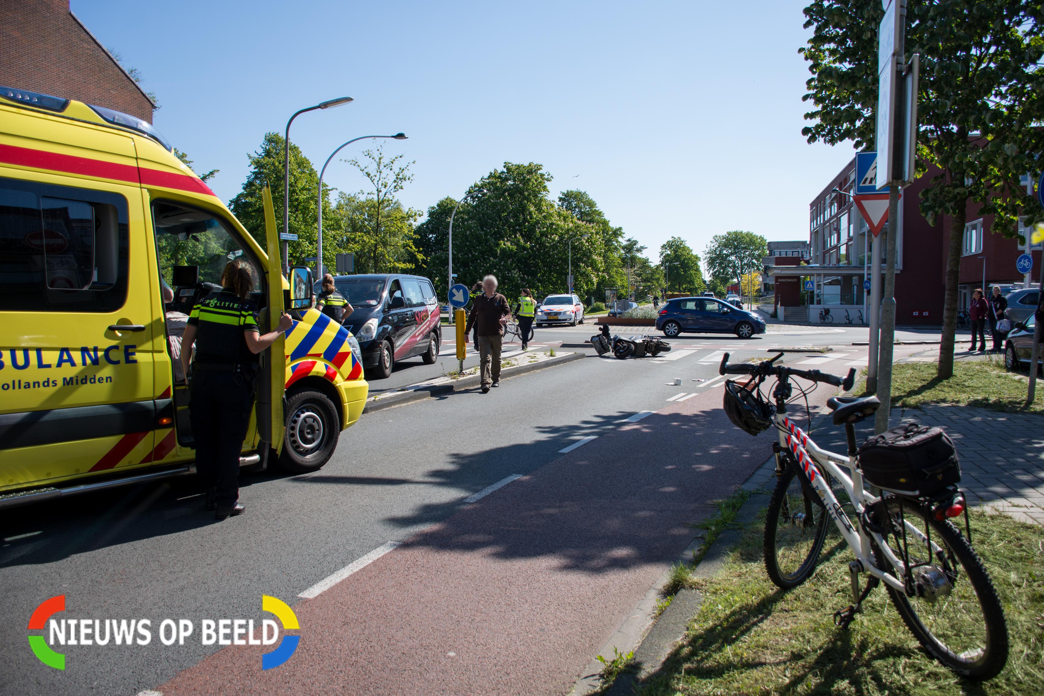 Scooterrijder geschept op rotonde Wassenaar
