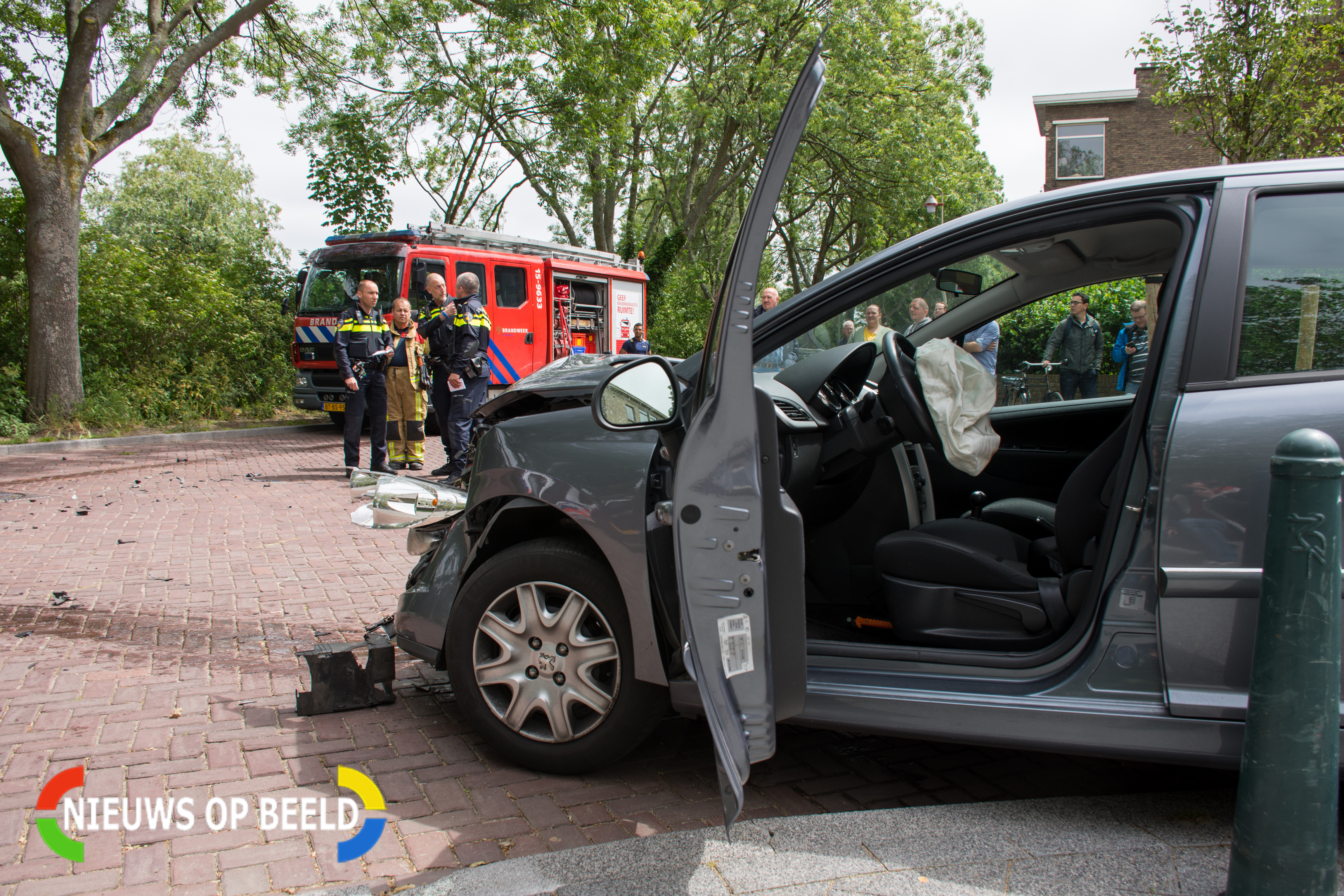 3a478aba78e6b9 Ravage na ongeval uit onverwachte hoek – Nieuws op Beeld – Altijd ...