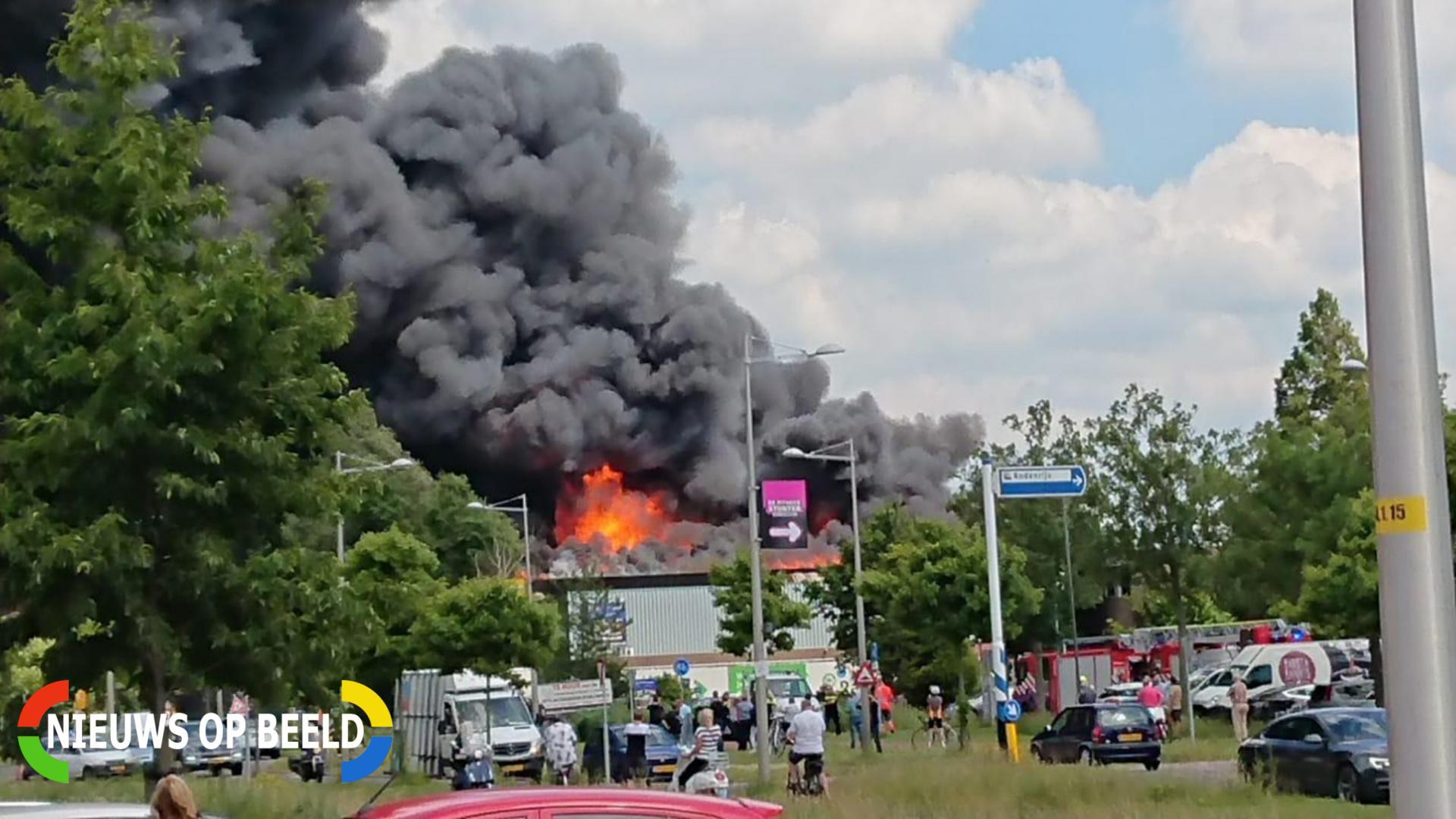 Zeer grote uitslaande brand in meubelzaak Veilingweg Berkel en Rodenrijs