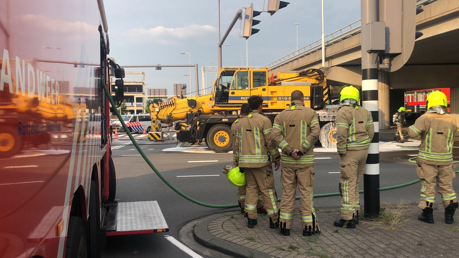 Brand in hijskraan snel geblust Giessenweg Rotterdam