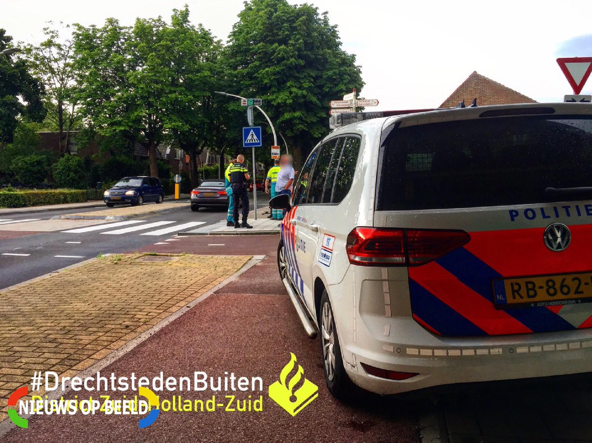 Overstekende fietser aangereden door auto Stationsweg Sliedrecht