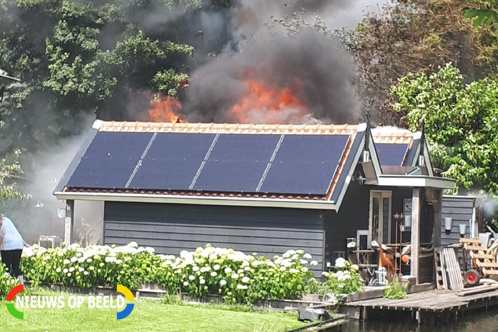 Uitslaande brand verwoest schuur Kadijkselaan Bergambacht