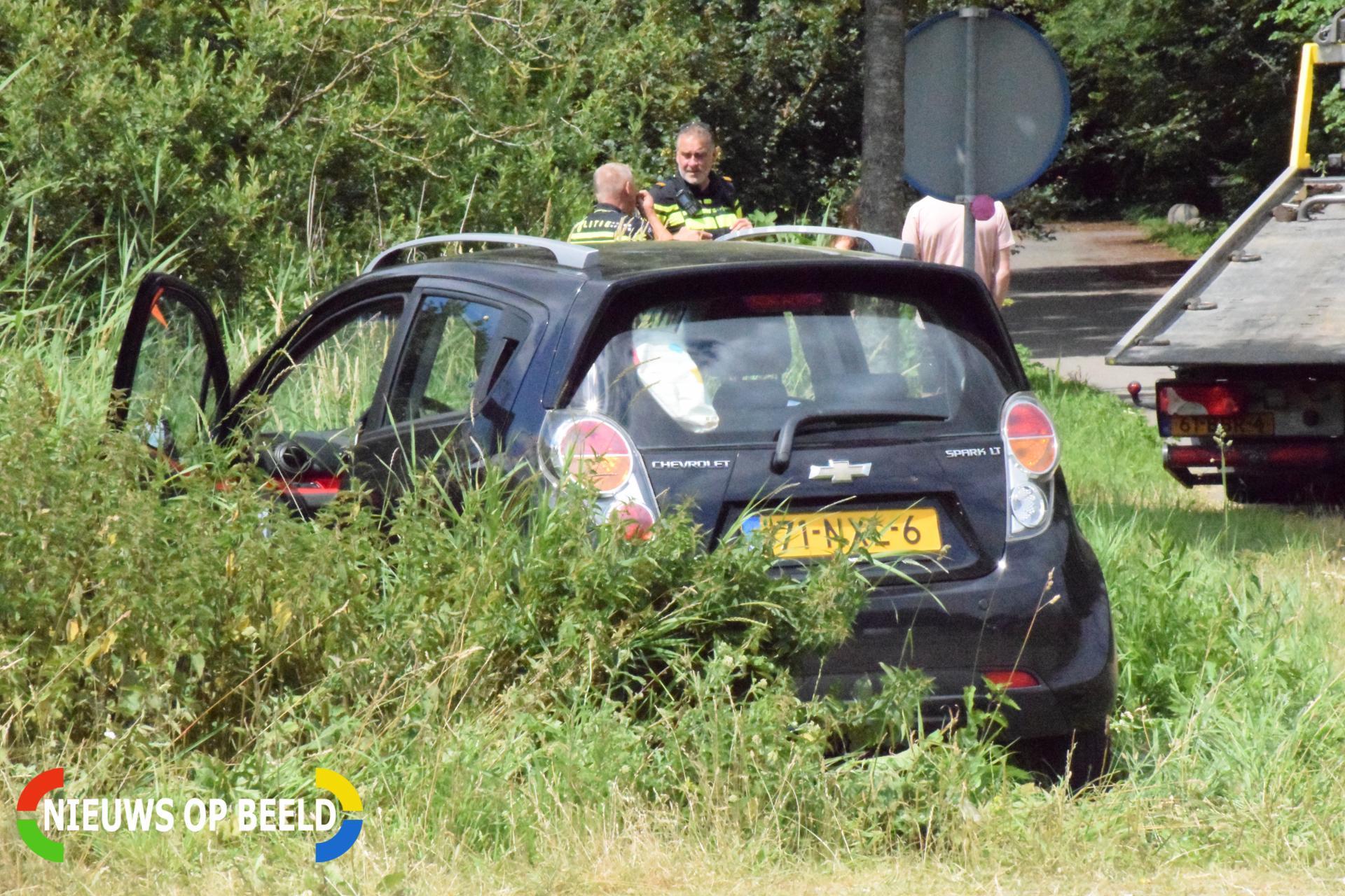 Auto belandt op de kop in sloot C.G. Roosweg – N210 Krimpen aan de Lek