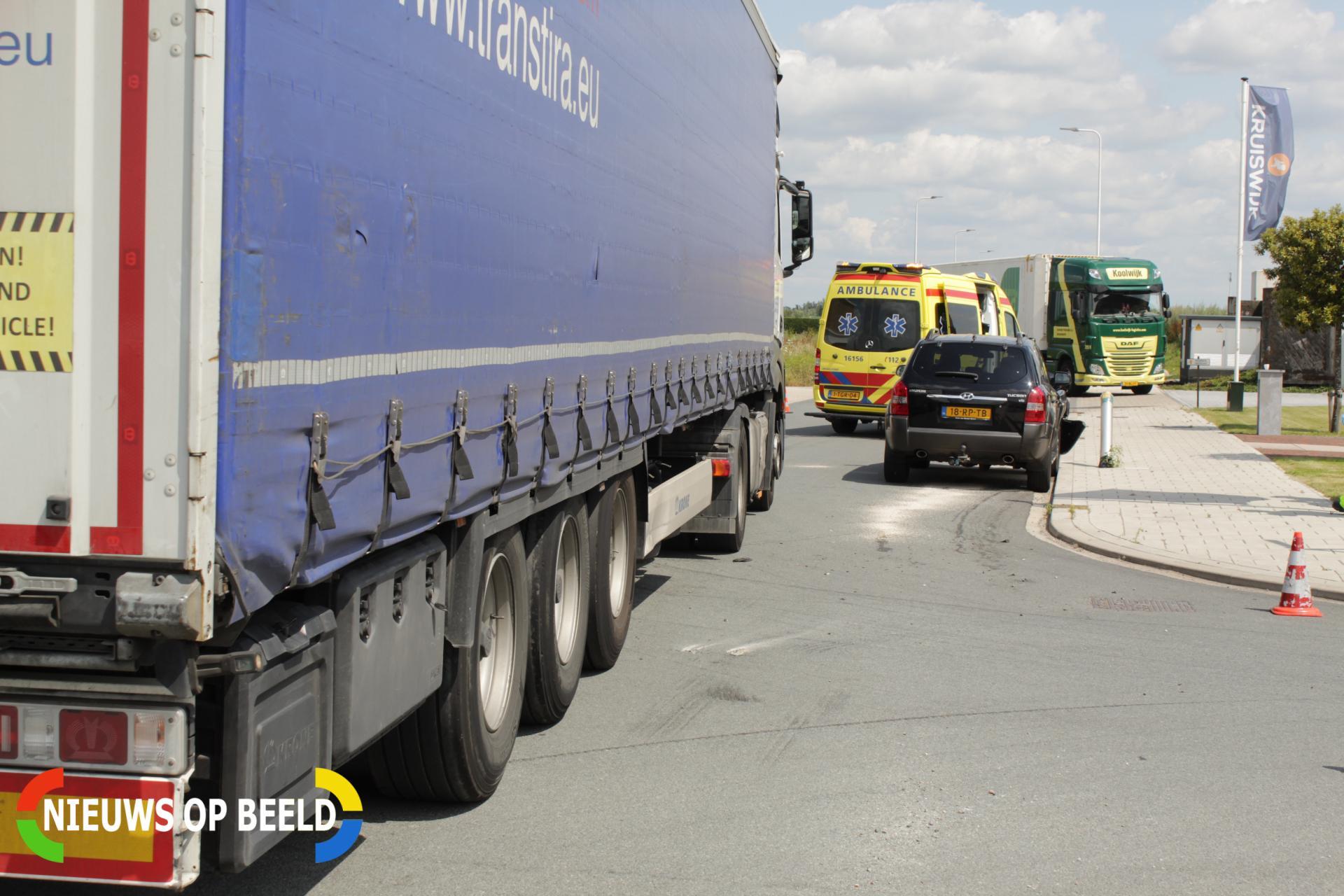Twee inzittenden gewond na aanrijding met vrachtwagen Steenfabriekweg Bergambacht