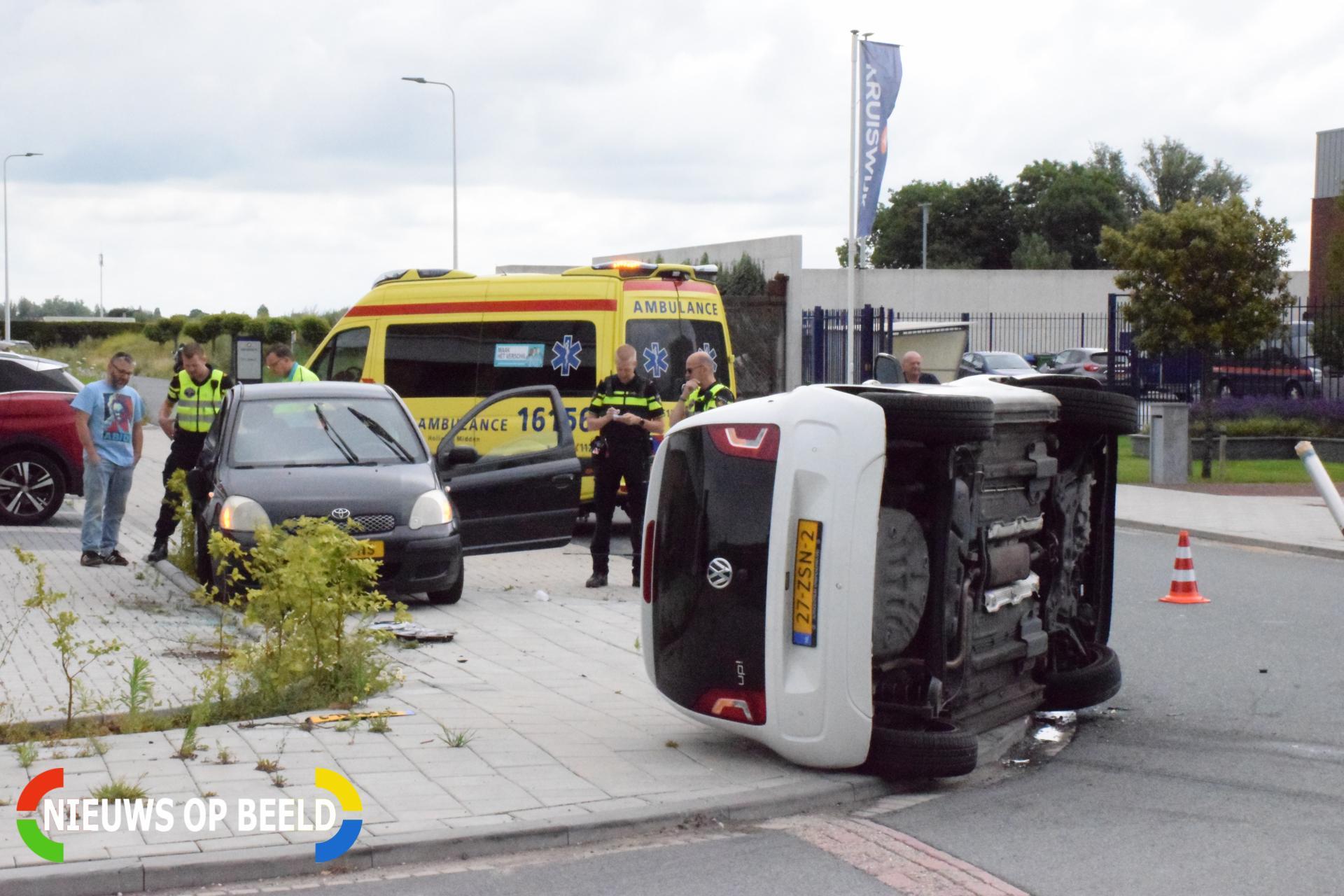Auto belandt op zijkant Handelsweg Bergambacht
