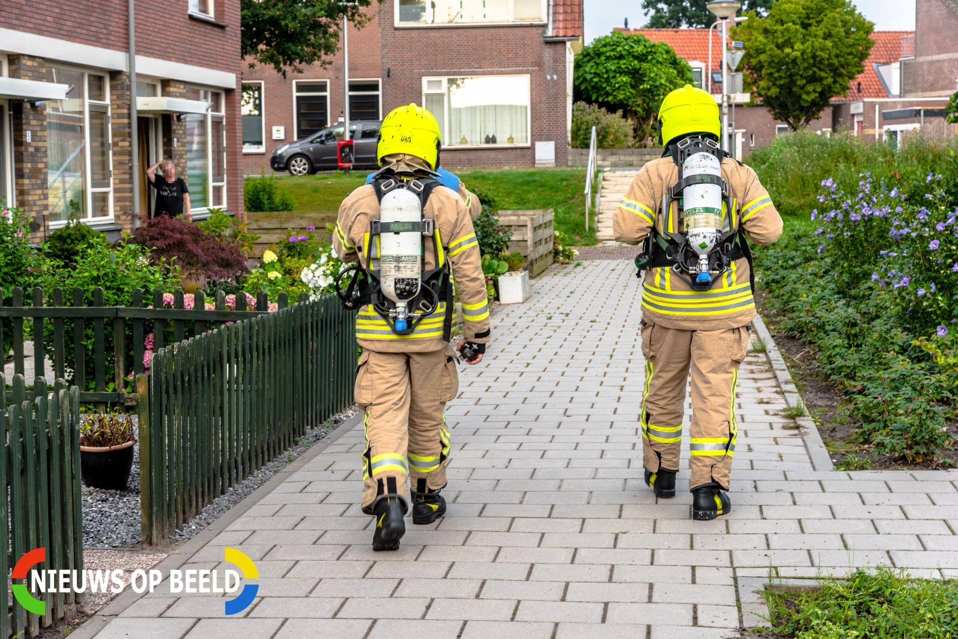 Brandweer doet onderzoek naar gaslucht in tuin Pinksterbloem Rhoon