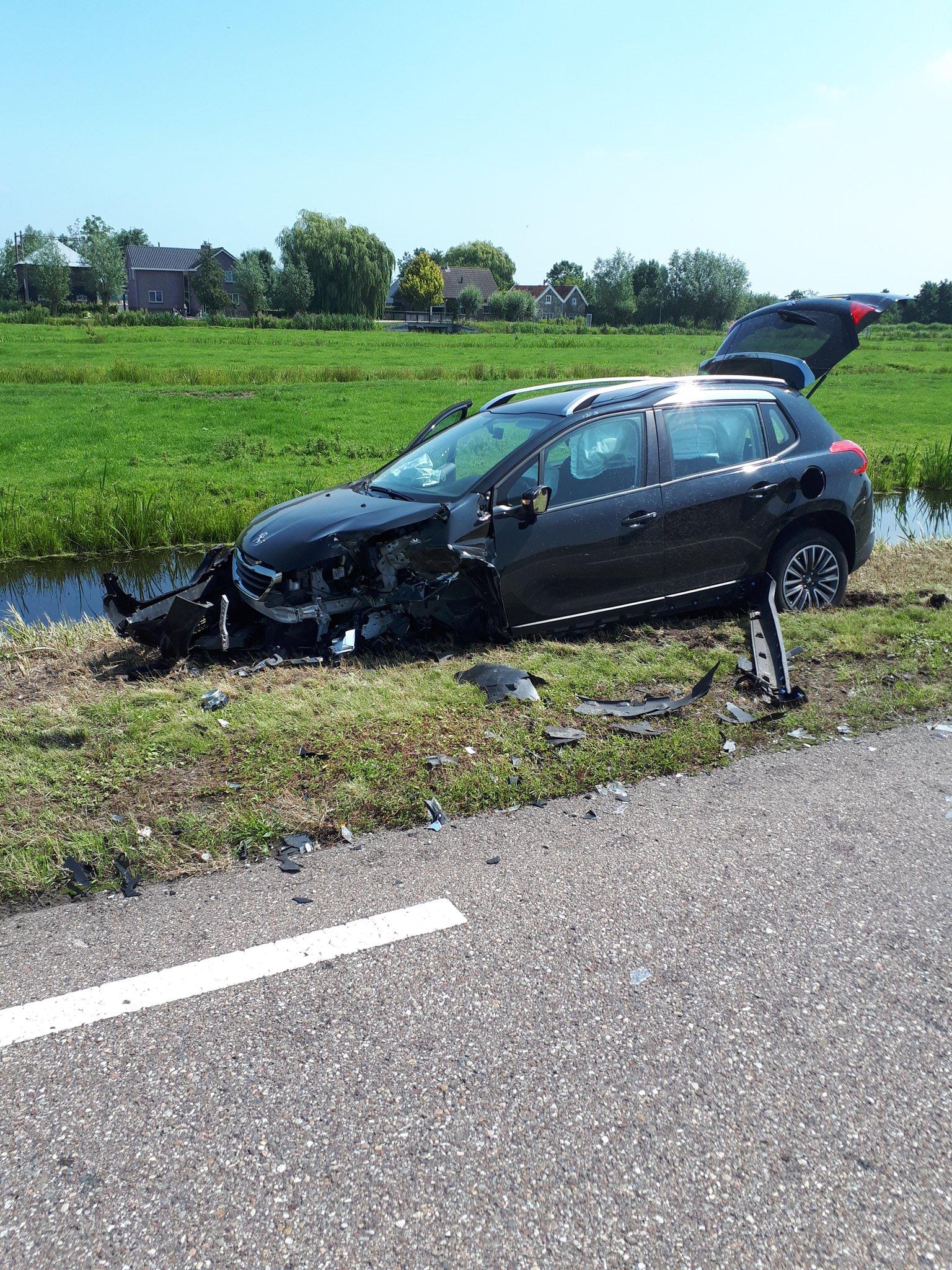 Veel schade na ongeluk Zijdeweg Ouderkerk aan den IJssel