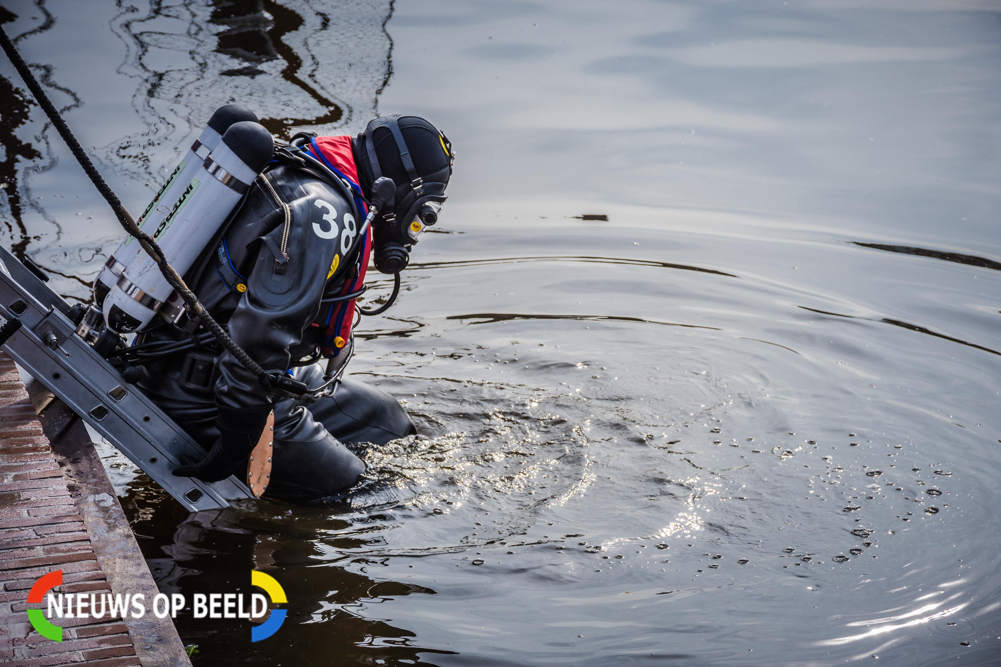 Persoon springt te water geraakte vrouw achterna in Moordrecht