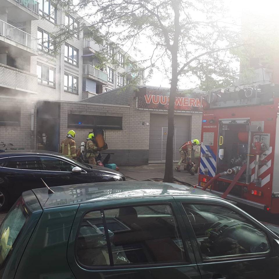 Flinke brand in winkelpand Van Heusdestraat Rotterdam