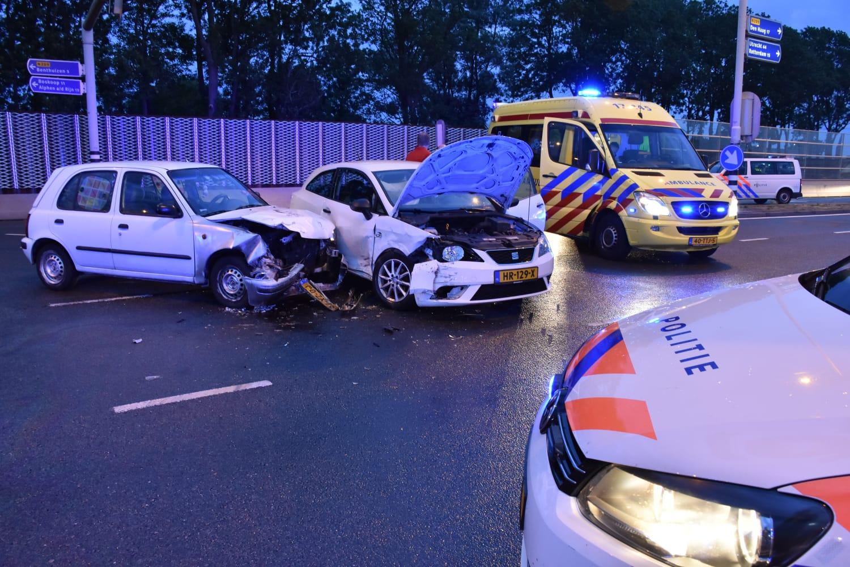 Veel schade en twee gewonden na aanrijding Zoetermeerse Laan N209 Bleiswijk