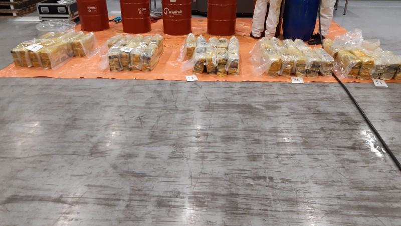 Meerdere cocaïnevangsten en aanhoudingen in Rotterdam eo
