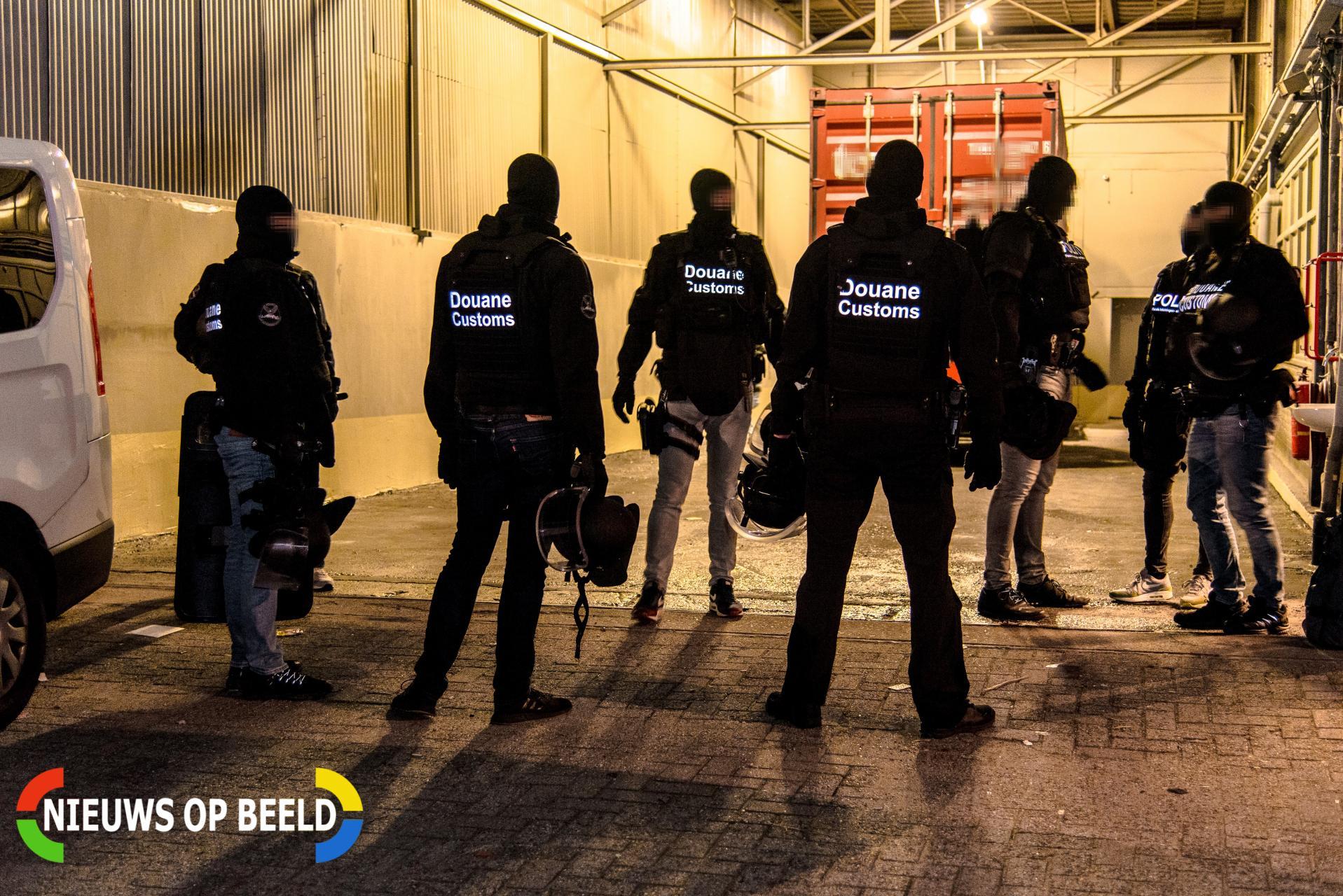 Meerdere aanhoudingen na grote inval politie en douane Van Maasdijkweg Rotterdam – Nieuws op Beeld – Altijd het laatste (112) nieuws vanuit de regio Rotterdam-Rijnmond!
