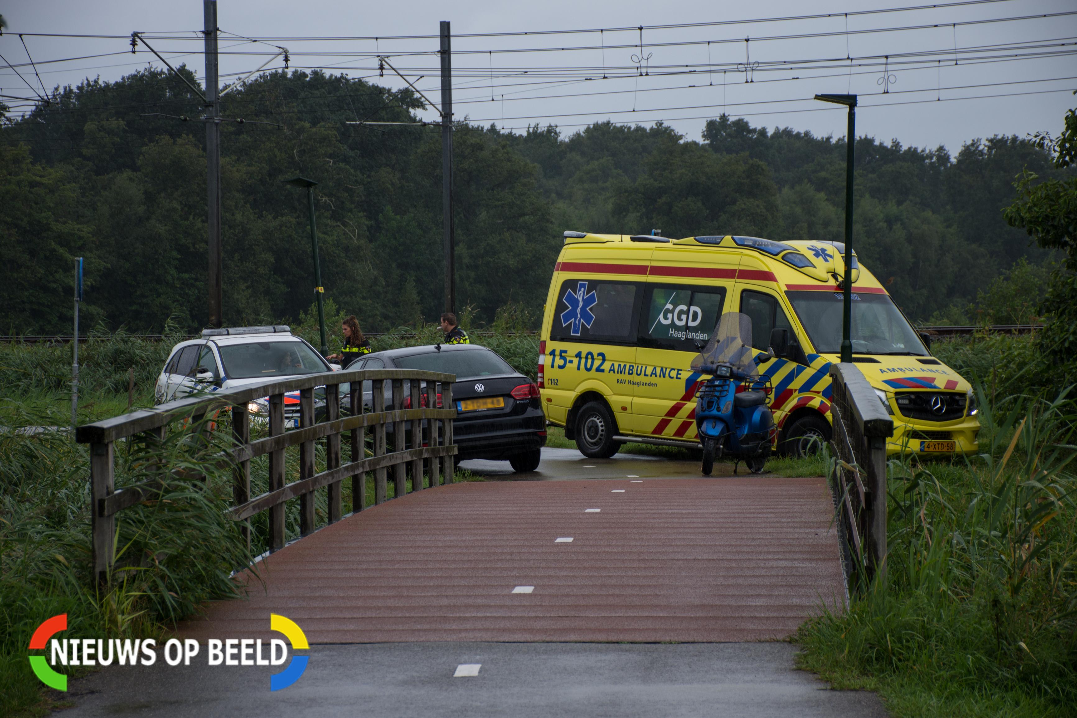 Twee personen gewond na eenzijdig ongeval; bestuurder laat bijrijder gewond achter