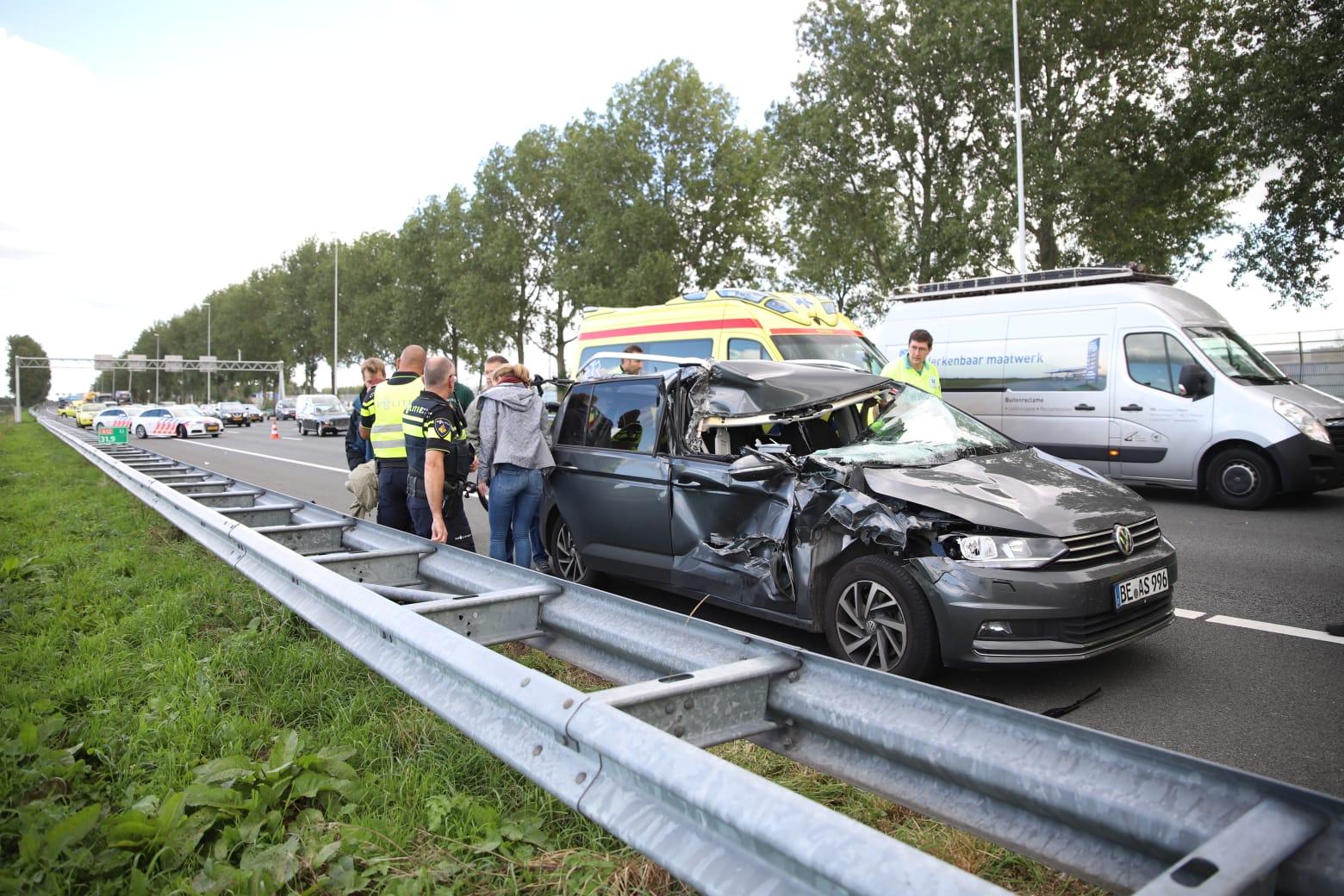 Gewonden na ongeval tussen auto en vrachtwagen A12 Reeuwijk