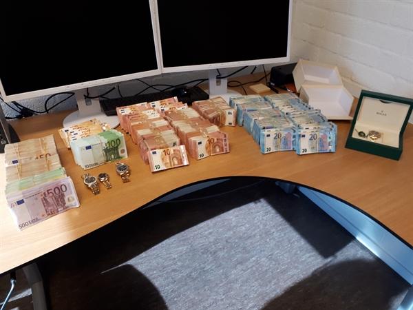 Opgesloten bewoner in kelder Zwijndrecht had 4 ton cash in huis