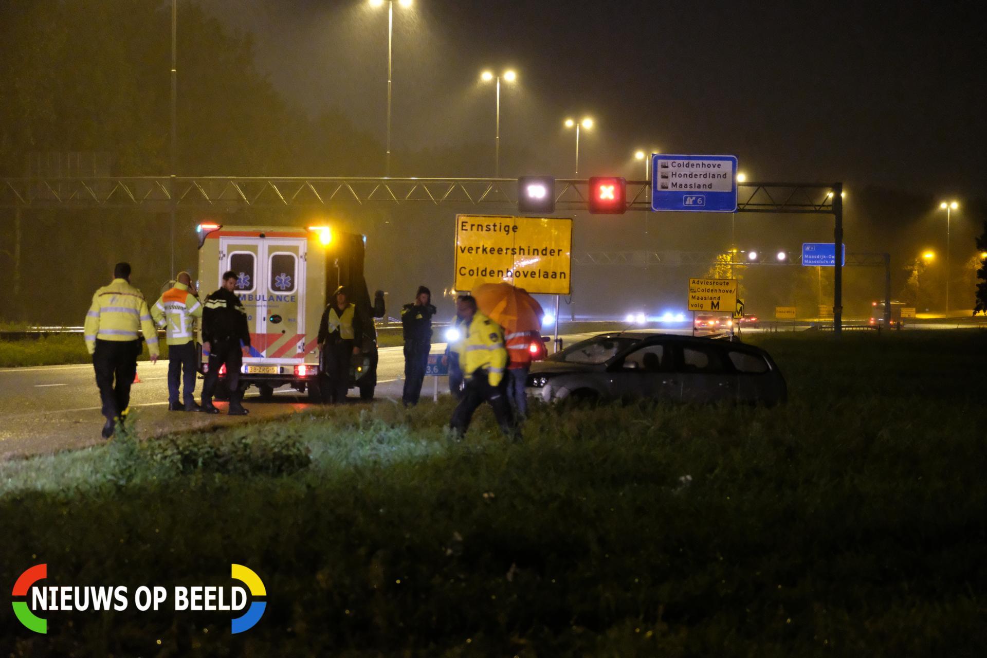 Bestuurder op de vlucht na aanrijding Rijksweg A20 Maasland