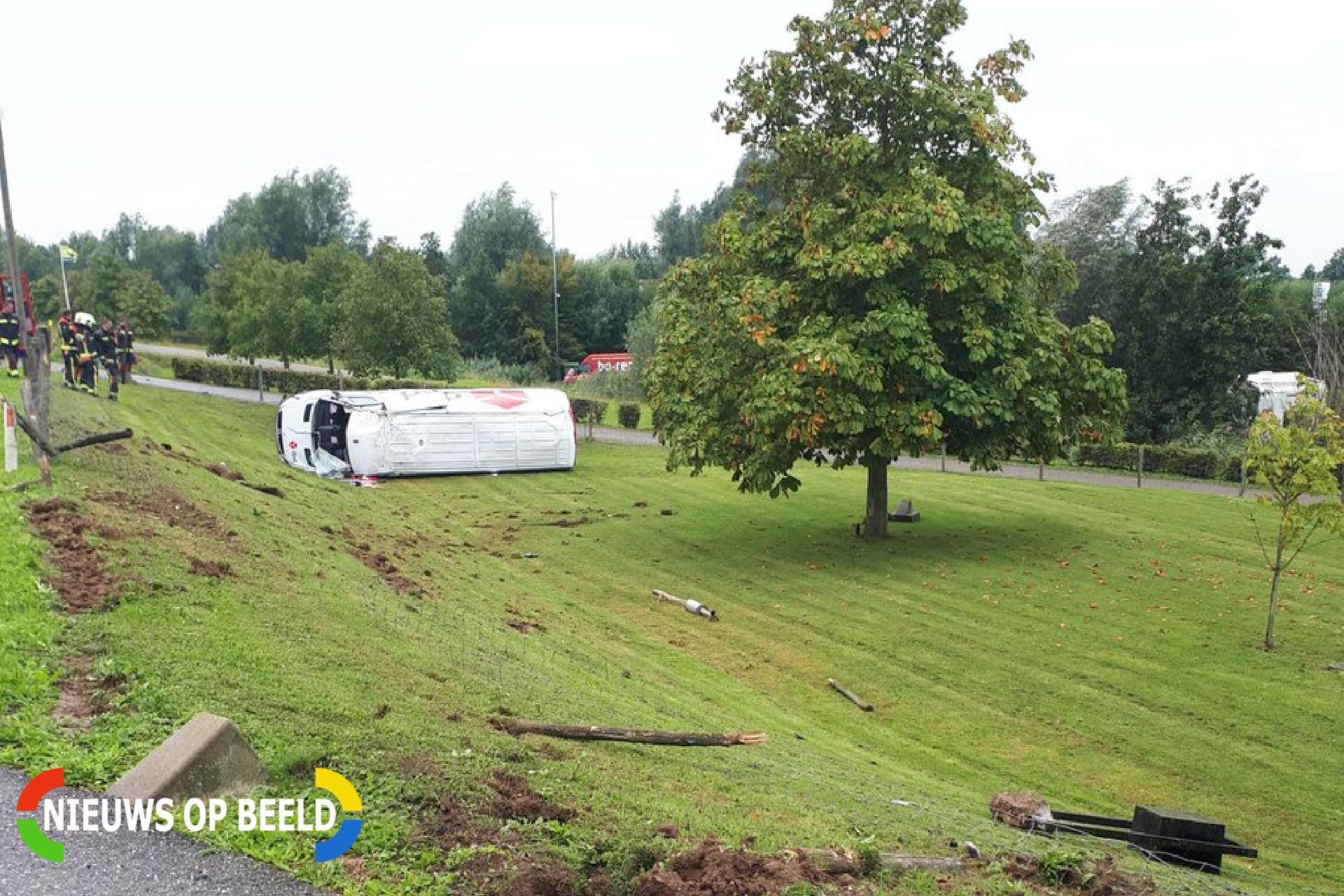 Pakketbezorger gewond  na crash met bestelbus Lekdijk West Bergambacht