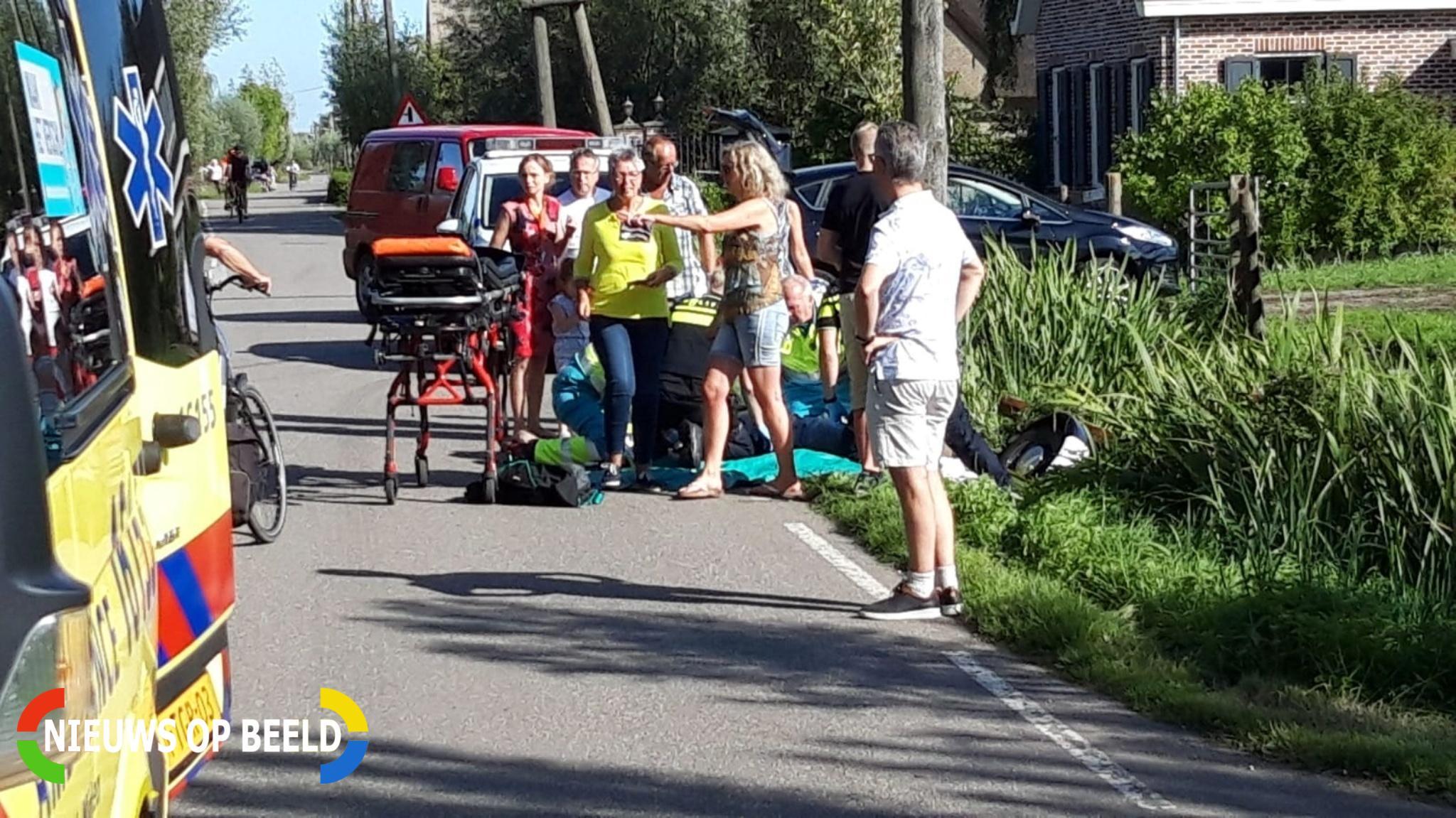 Gemotoriseerde bakfiets belandt in water bij uitwijkmanoeuvre Benedenberg Bergambacht