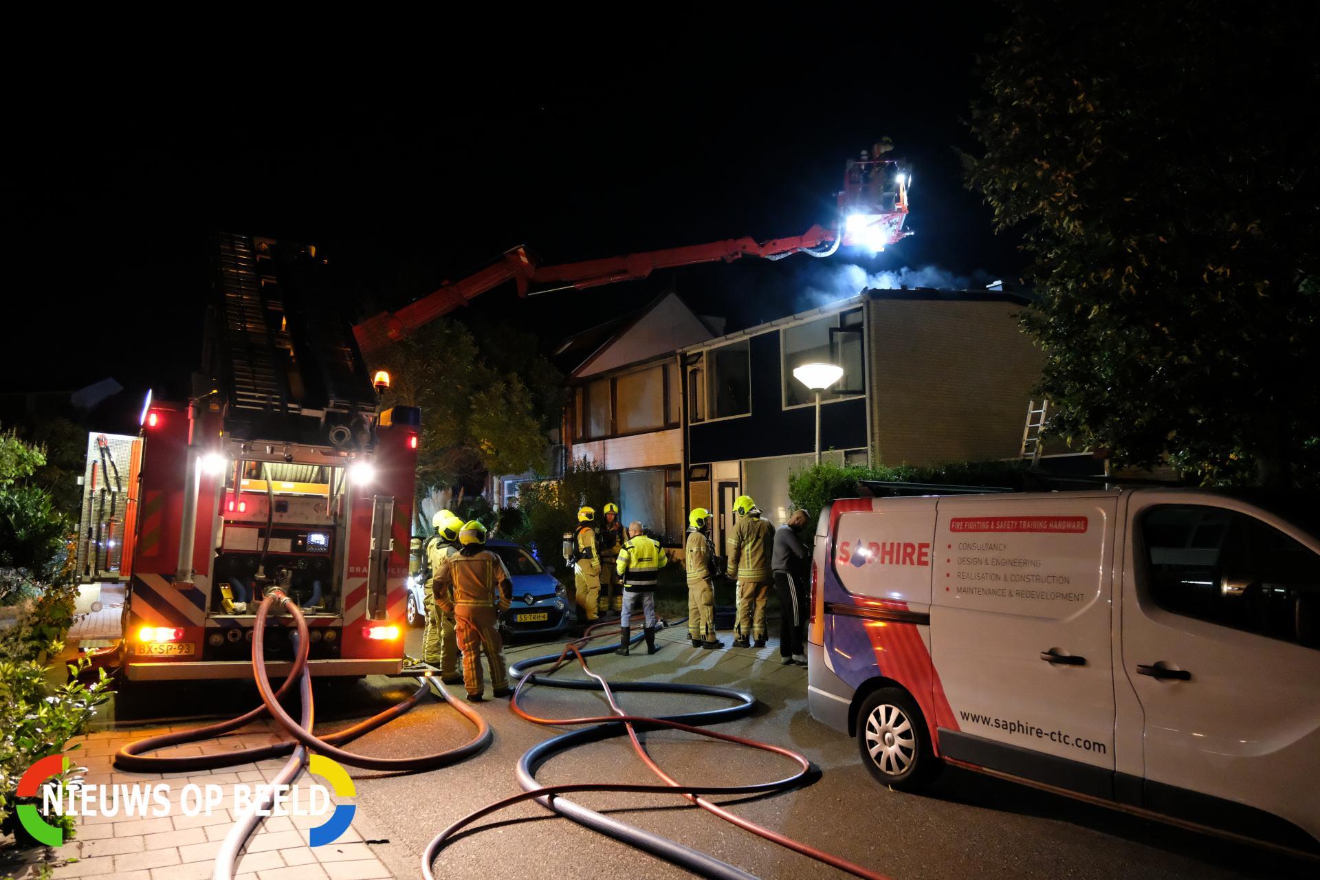 Brandweer sloopt dak om brand te lokaliseren Prinses Margrietlaan – Pr. Margrietlaan Maasland