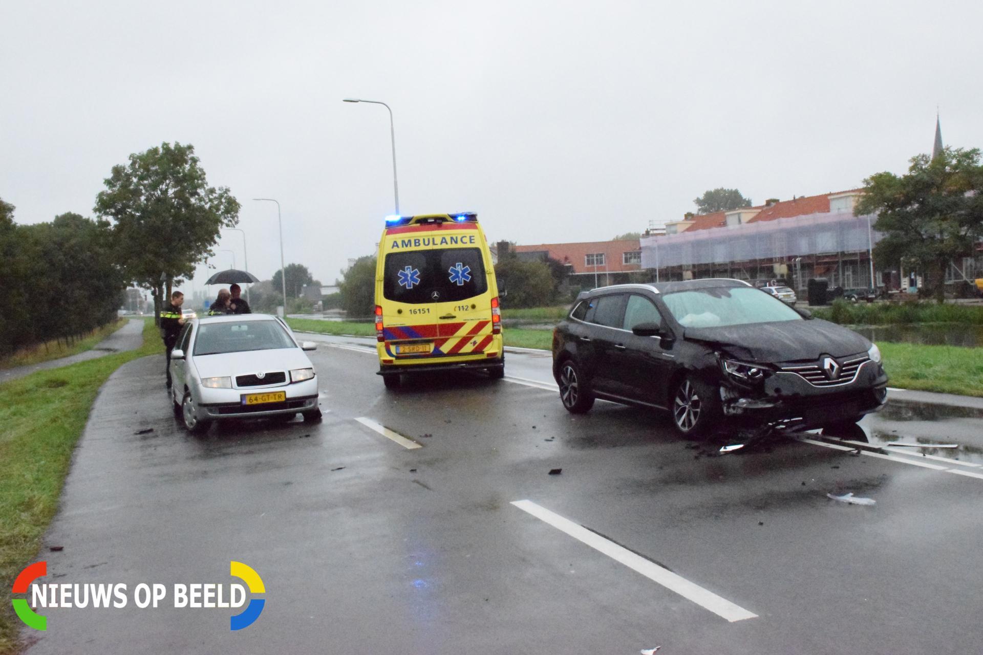 Auto uit vluchthaven botst medeweggebruiker Kanaaldijk – N454 Waddinxveen
