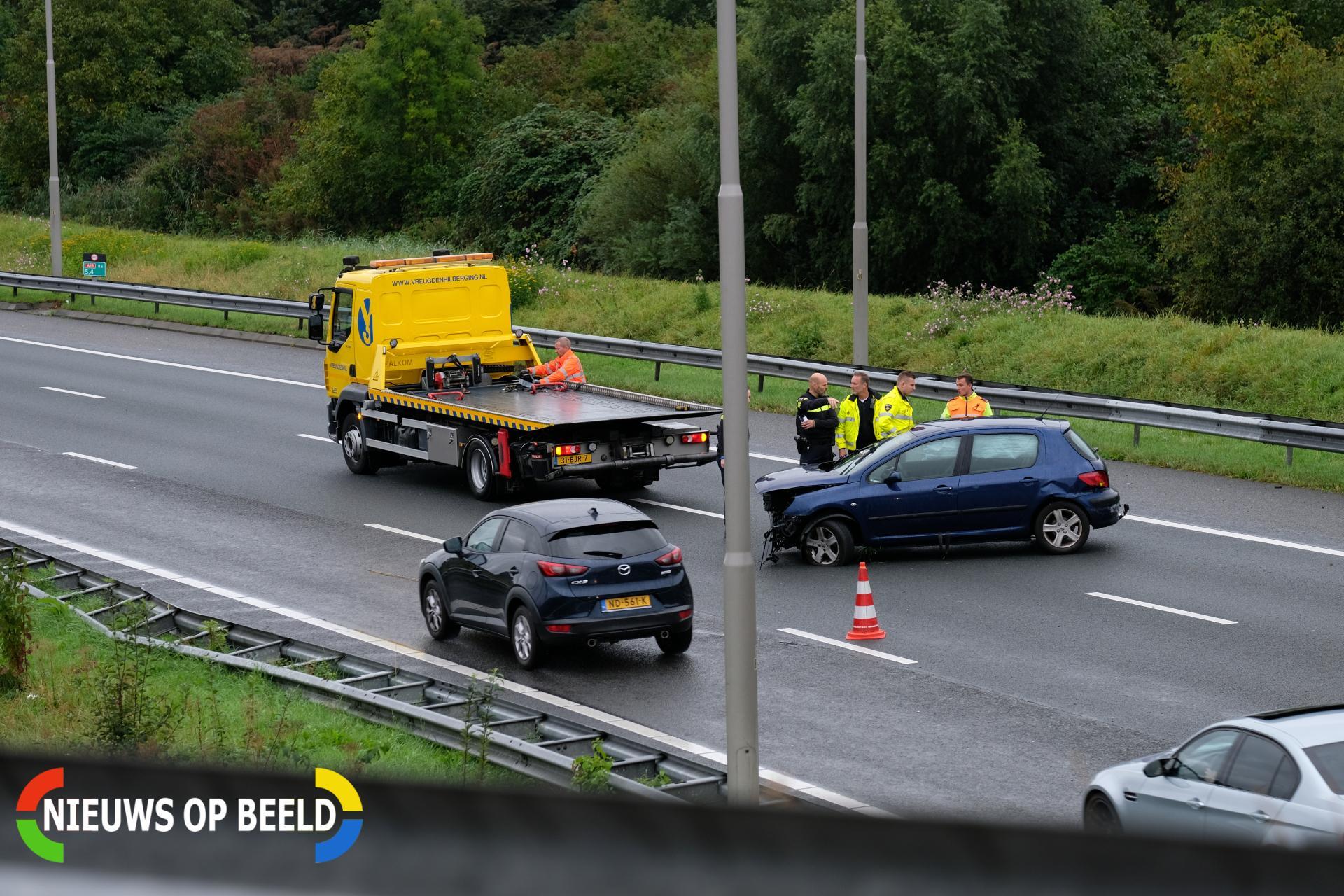 Wederom auto tegen de vangrail Rijksweg A13 Delft