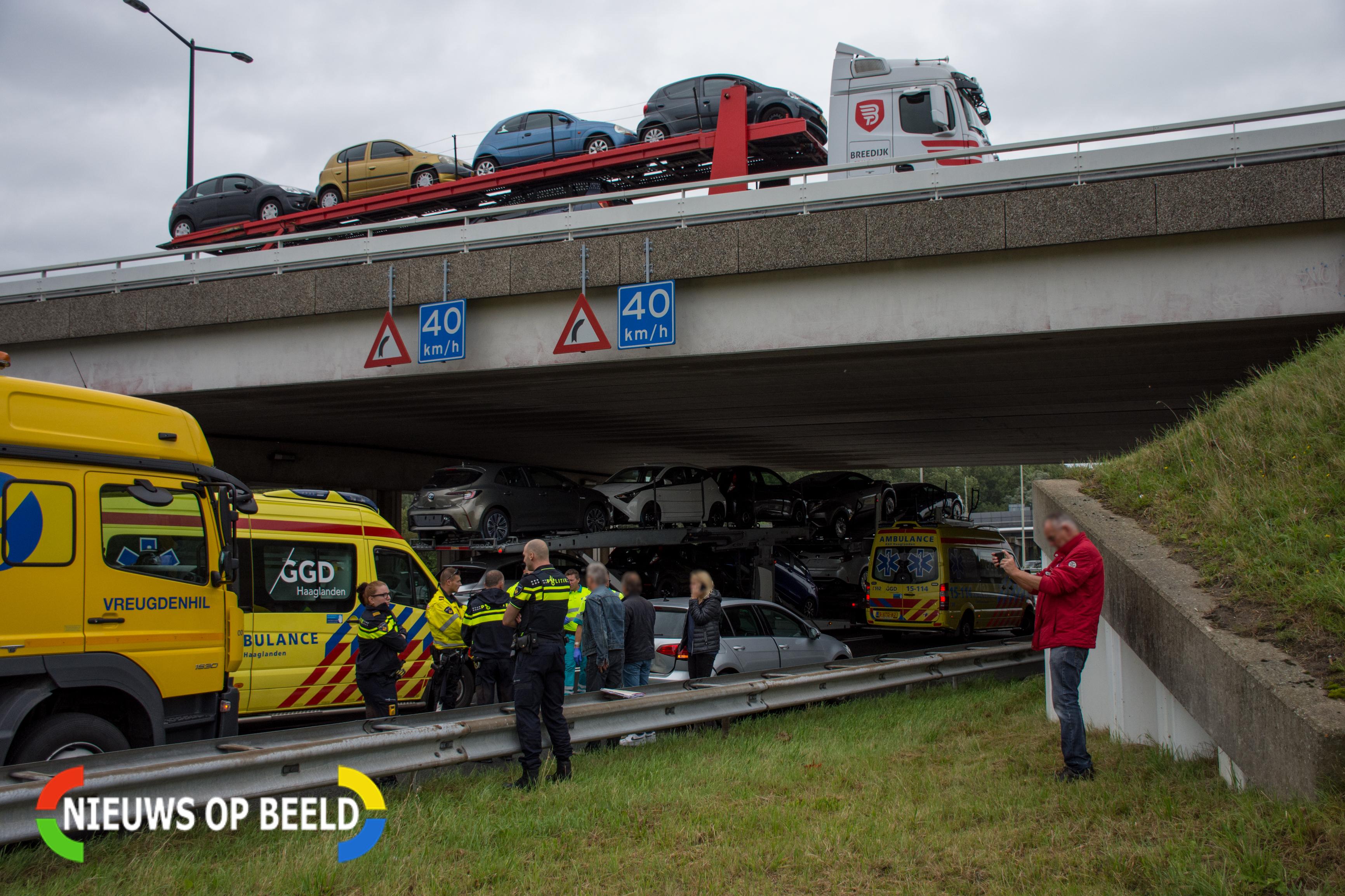 Forse schade na kop-staartbotsing op afrit A4 bij Leidschendam