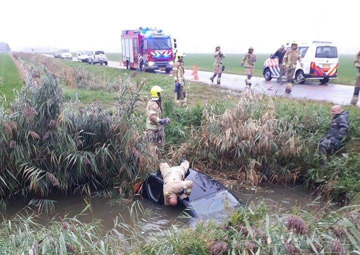 Zoektocht naar inzittende te water geraakte auto; bestuurster zit thuis