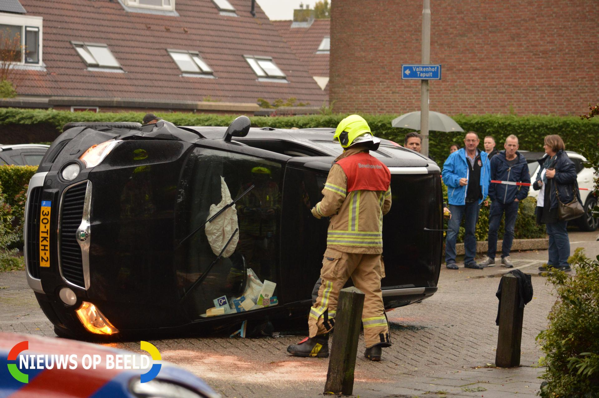 Auto belandt op zijn kant op Condorweg Berkel en Rodenrijs (video)