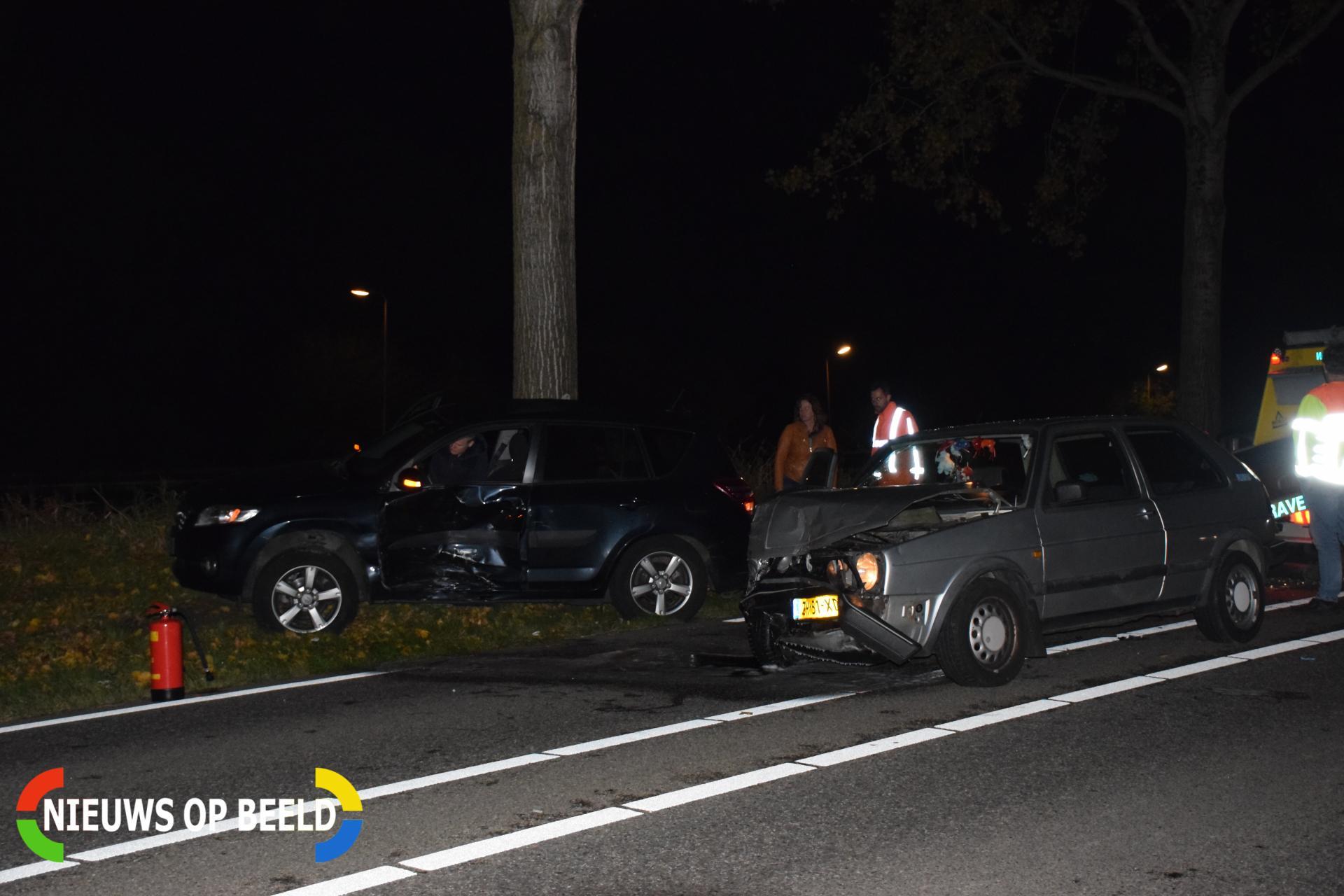 Flinke schade na botsing tussen twee auto's Oostkanaalweg – N207 Alphen aan den Rijn