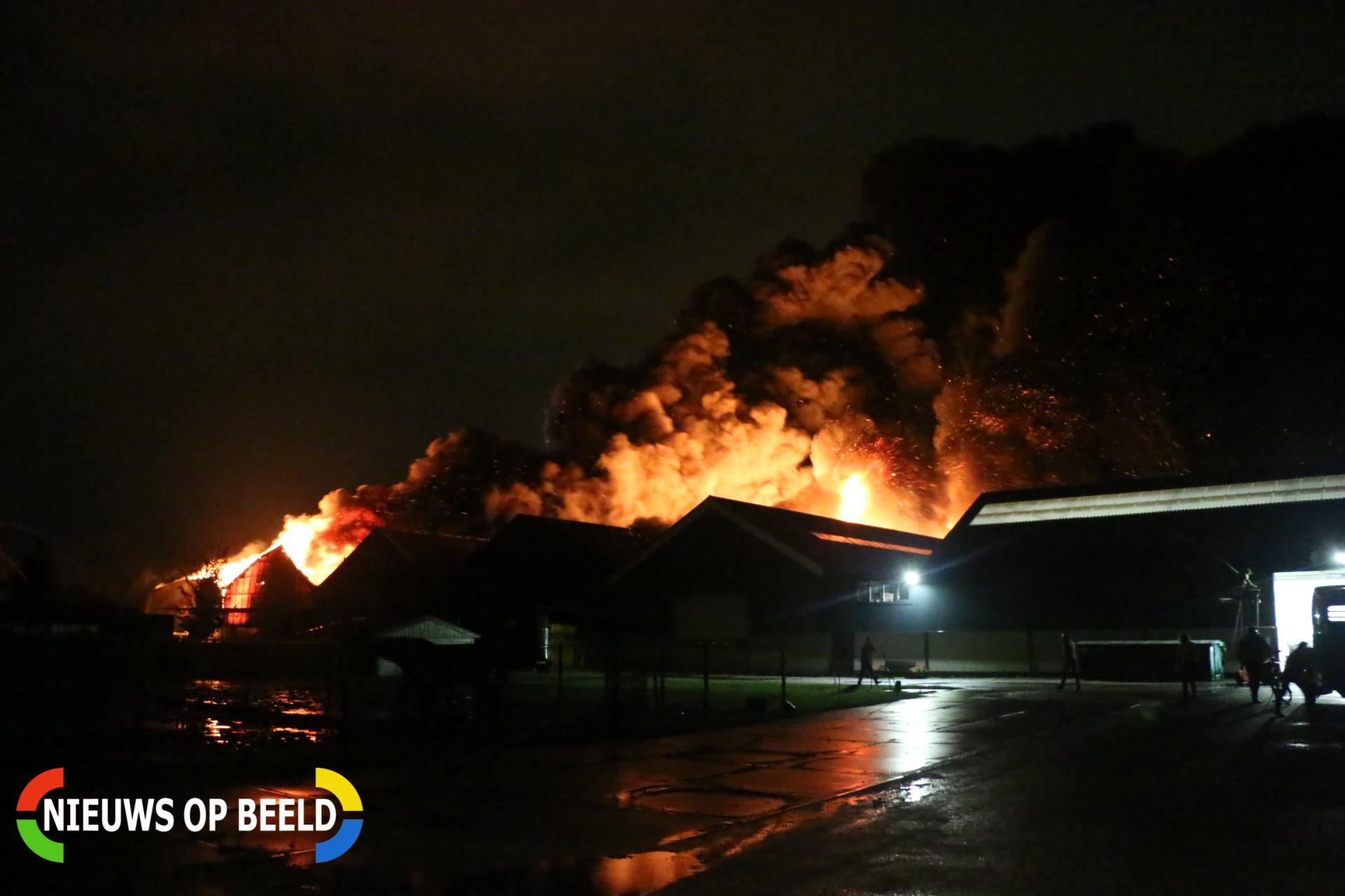 Zeer grote brand in meerdere loodsen Akervoorderlaan Lisse
