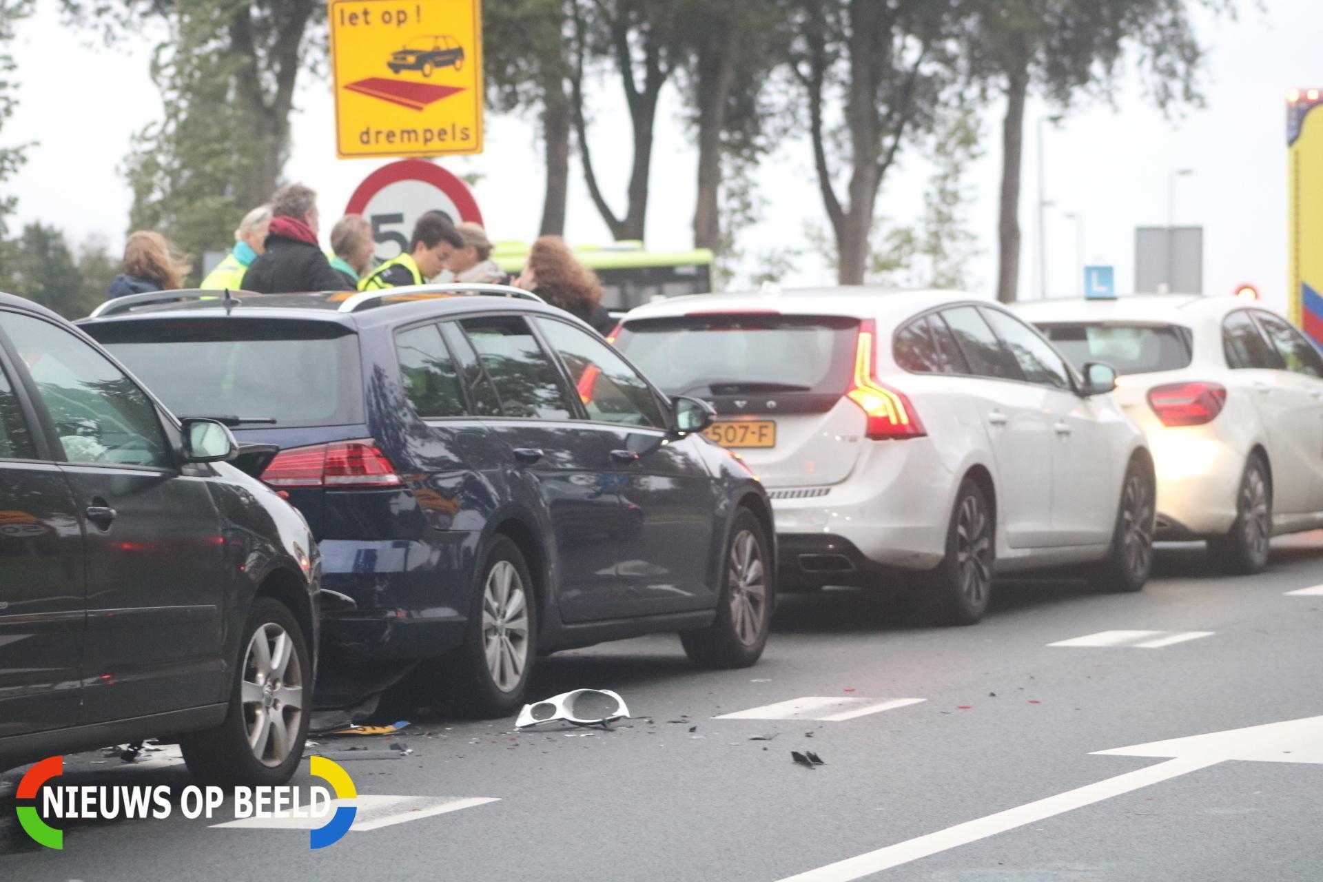 Twee gewonden na kettingbotsing met vier auto's Groene Kruisweg West – N218 Heenvliet