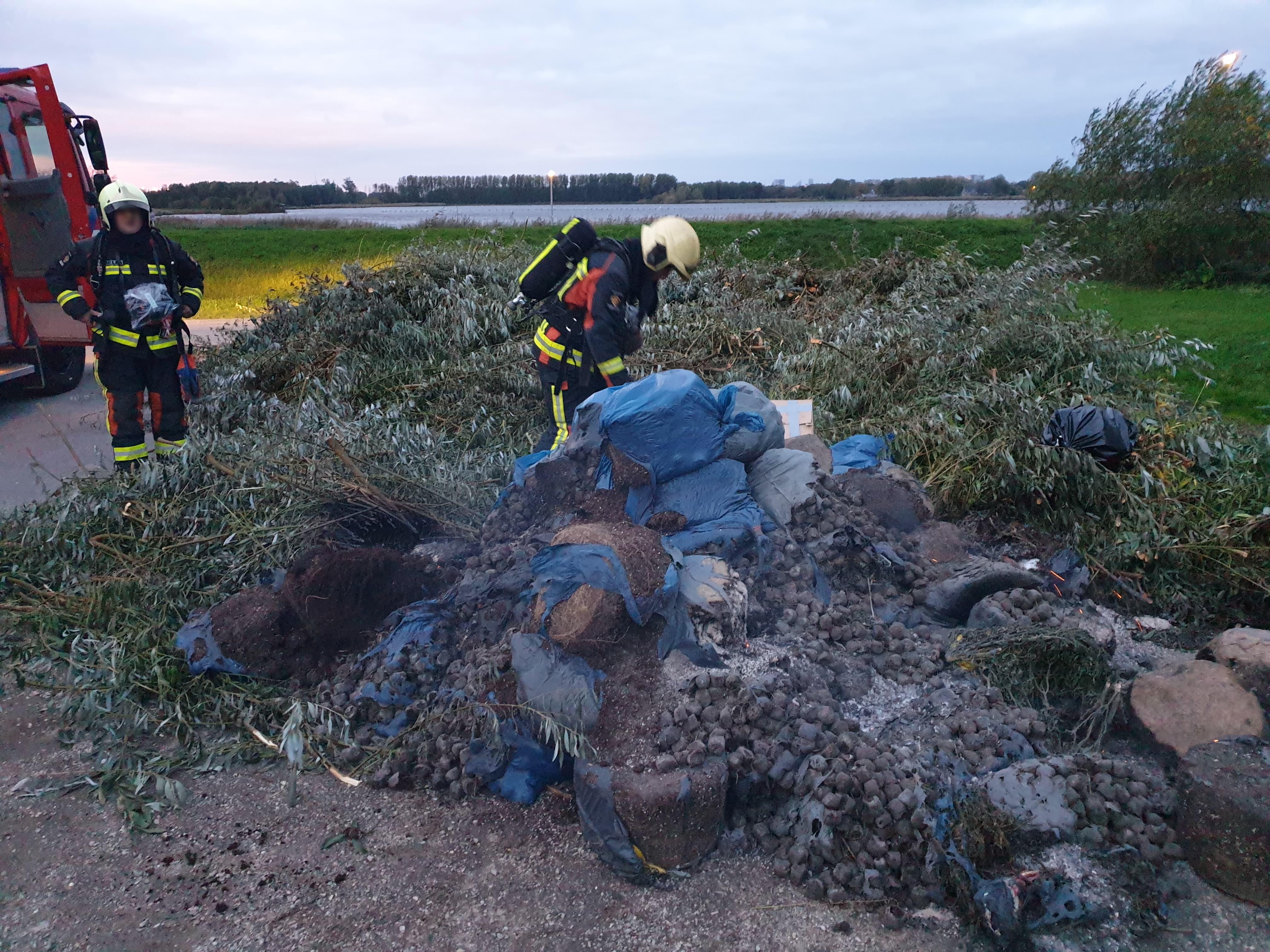 Politie onderzoekt herkomst brandend hennepafval in recreatiegebied Vlietlanden