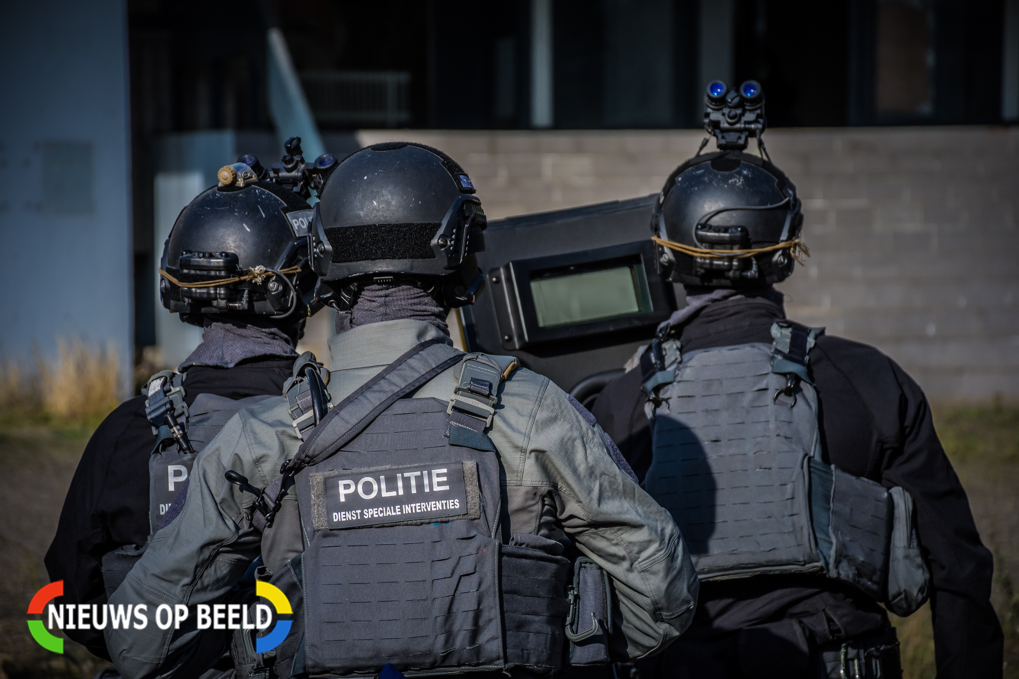 Politie doet inval aan Beukelsweg Rotterdam