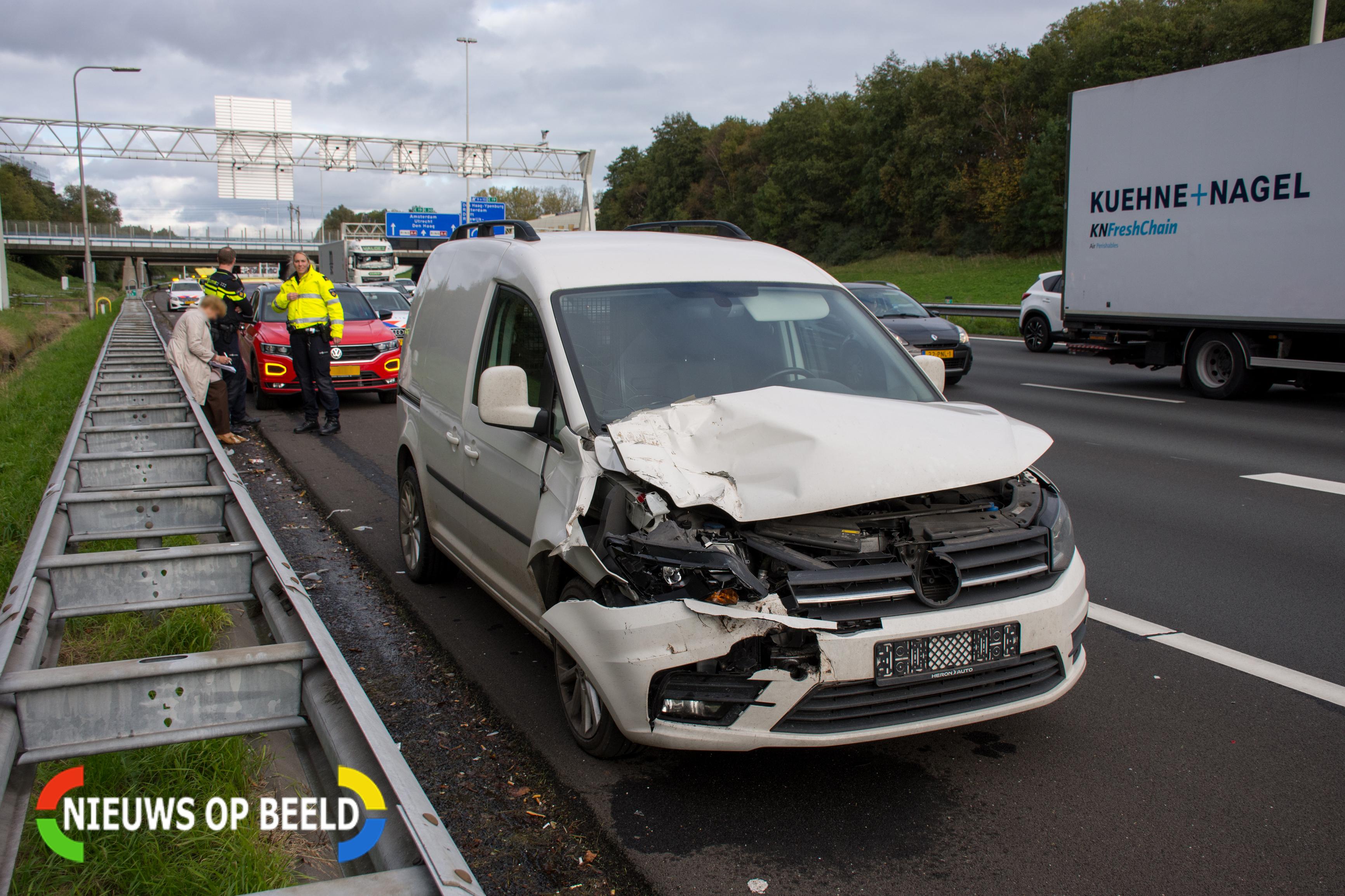 Forse schade na aanrijding op Rijksweg A4 bij Rijswijk