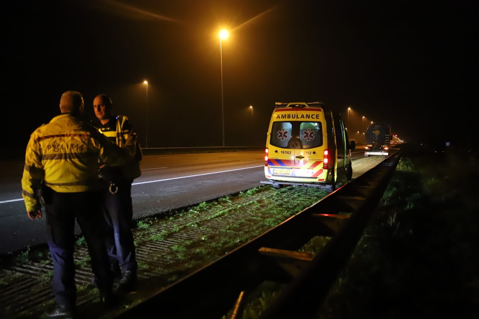 Automobilist gewond na botsing met vrachtwagen op Rijksweg A12 bij Bodegraven