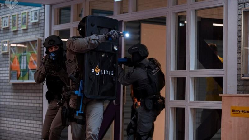 Grootschalige anti-terrorisme oefening op internationale school in Wassenaar