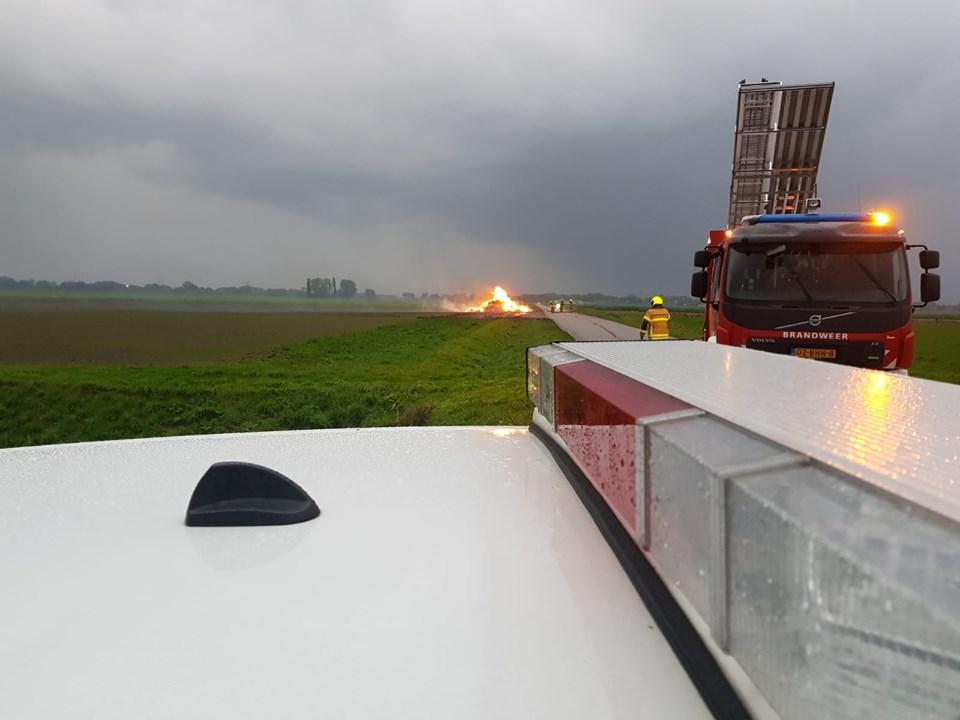 Brand in hooibaal Molenweg Heinenoord