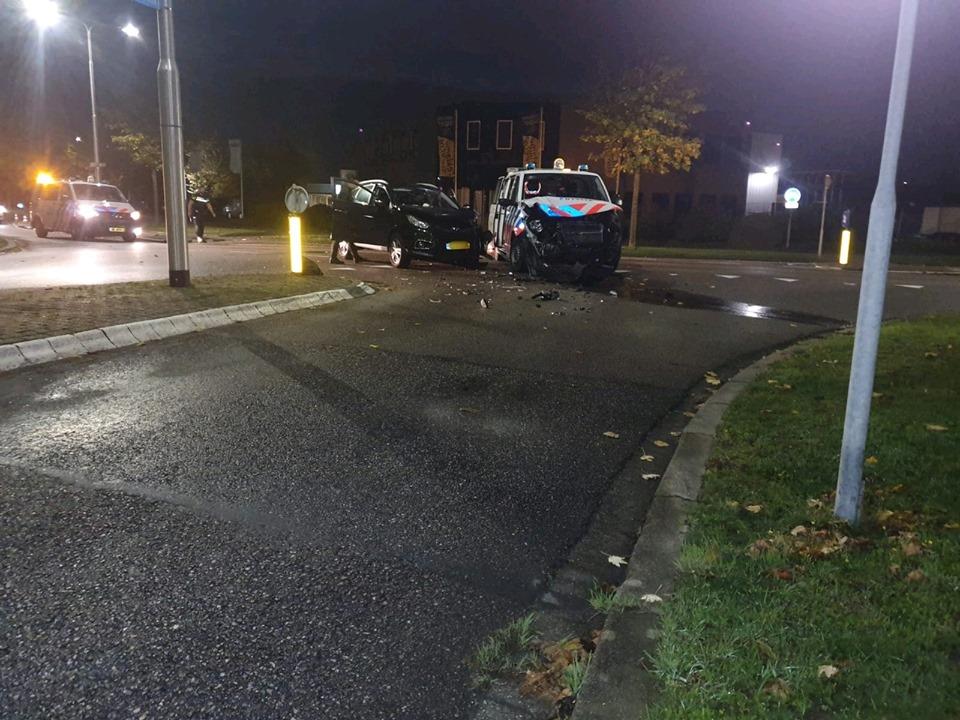 Politiebus betrokken bij ongeval Jan van der Heijdenstraat Oud-Beijerland