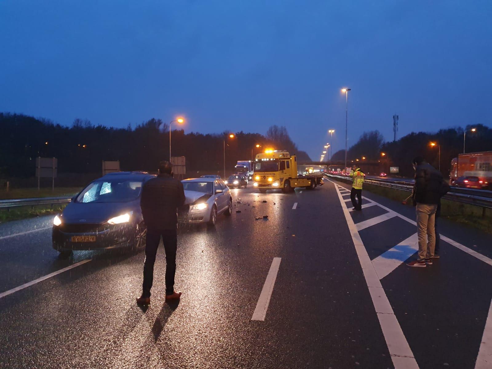 Veel vertraging na kop-staart aanrijding A20 Nieuwerkerk aan den IJssel