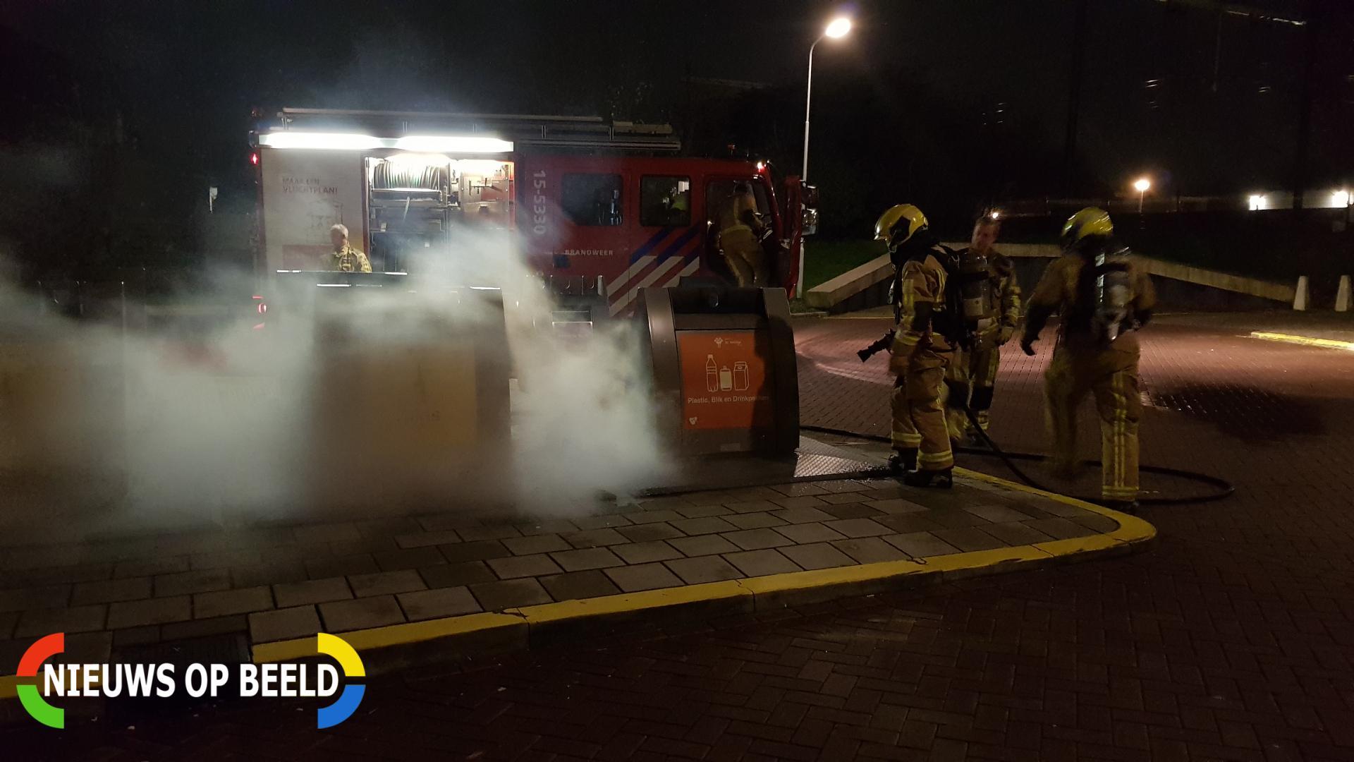 Brandweer druk met containerbrand Petuniatuin Zoetermeer