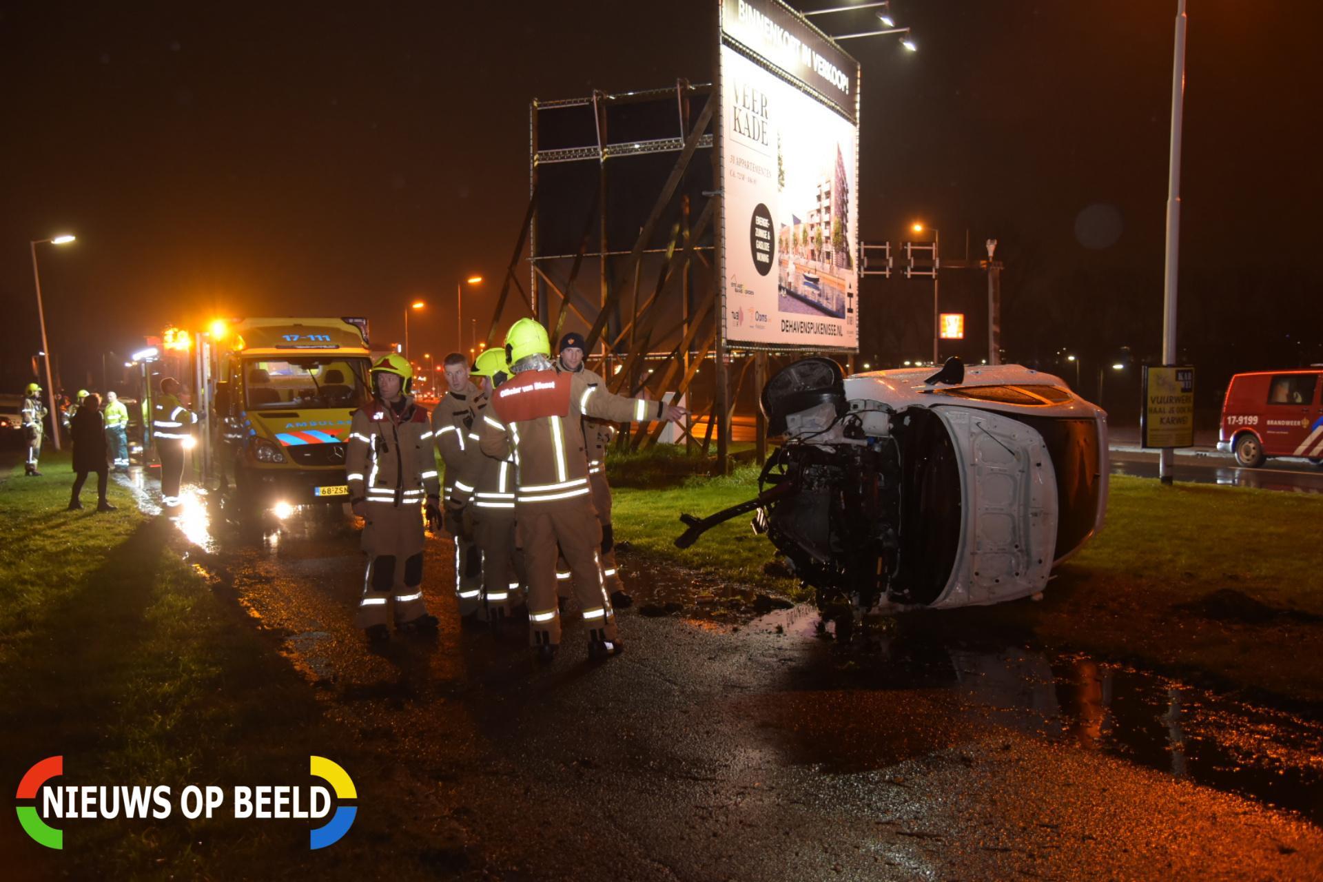 3 gewonden na flinke aanrijding met meerdere auto's Groene Kruisweg Spijkenisse
