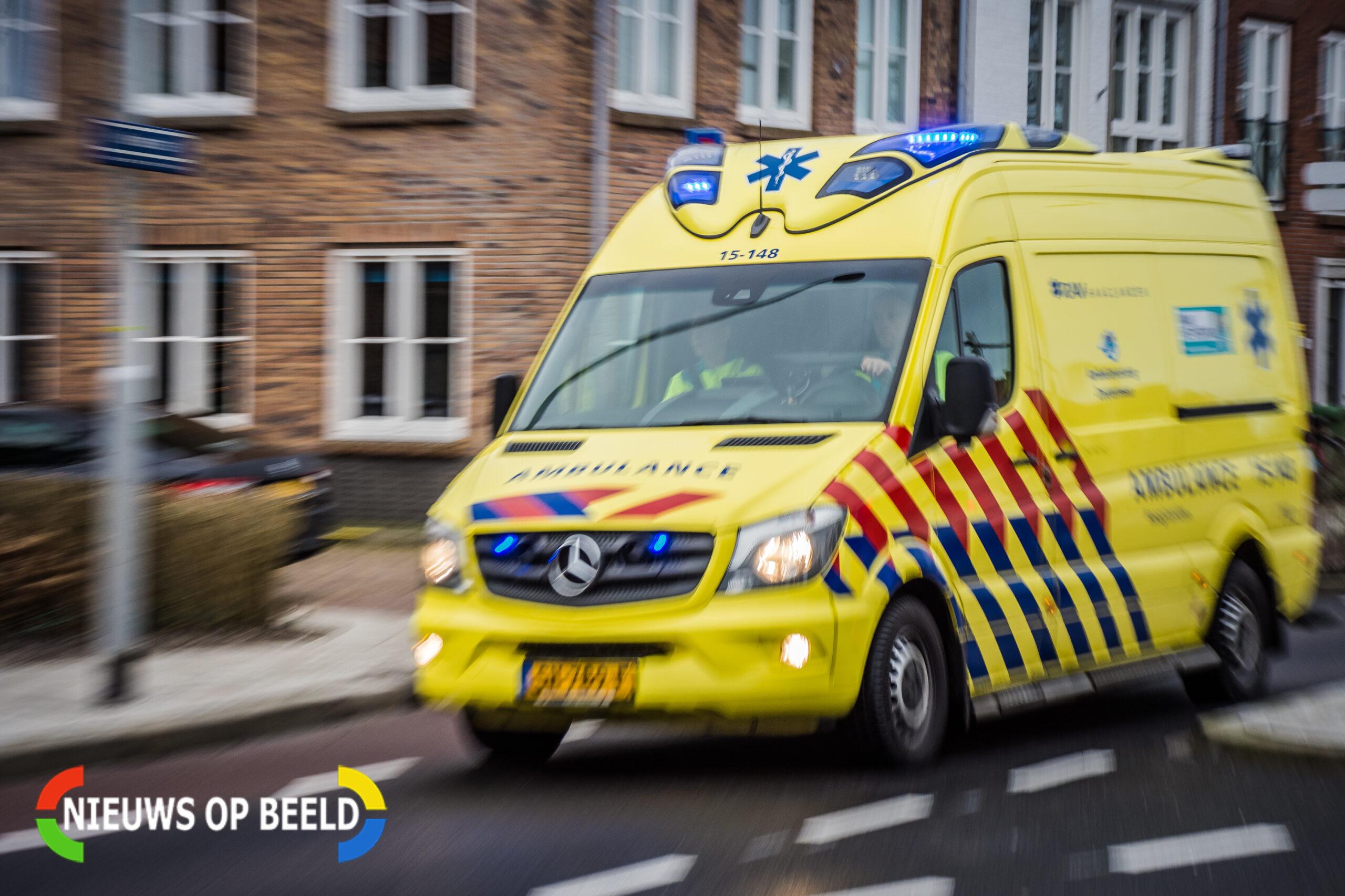 Zwaargewonden na ongeval tussen vrachtwagen en auto's A15 Hoogvliet