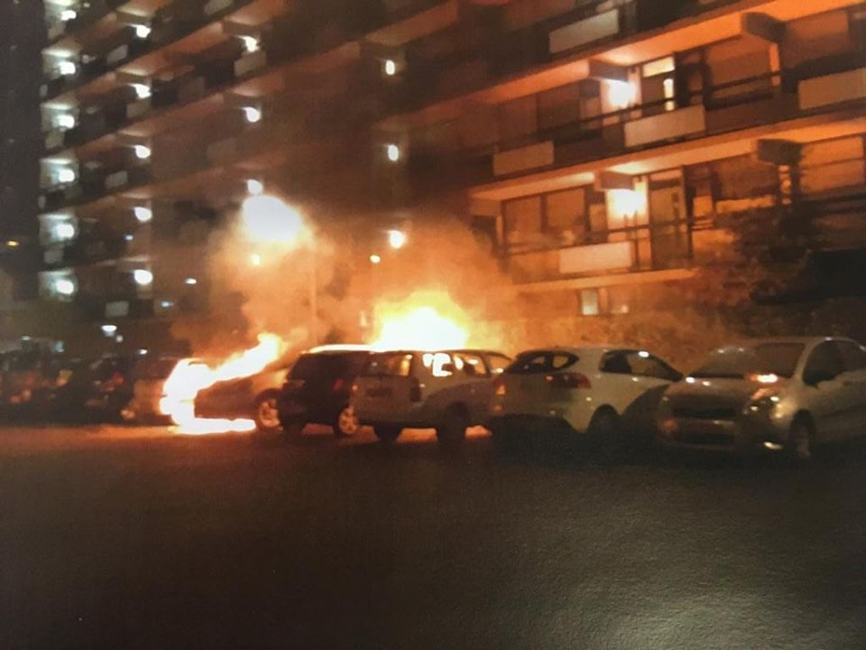 Politie zoekt getuigen na autobranden in Voorburg