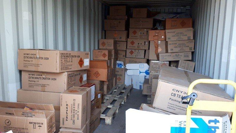 Ruim 2500 kilo illegaal vuurwerk in beslag genomen in Hendrik-Ido-Ambacht