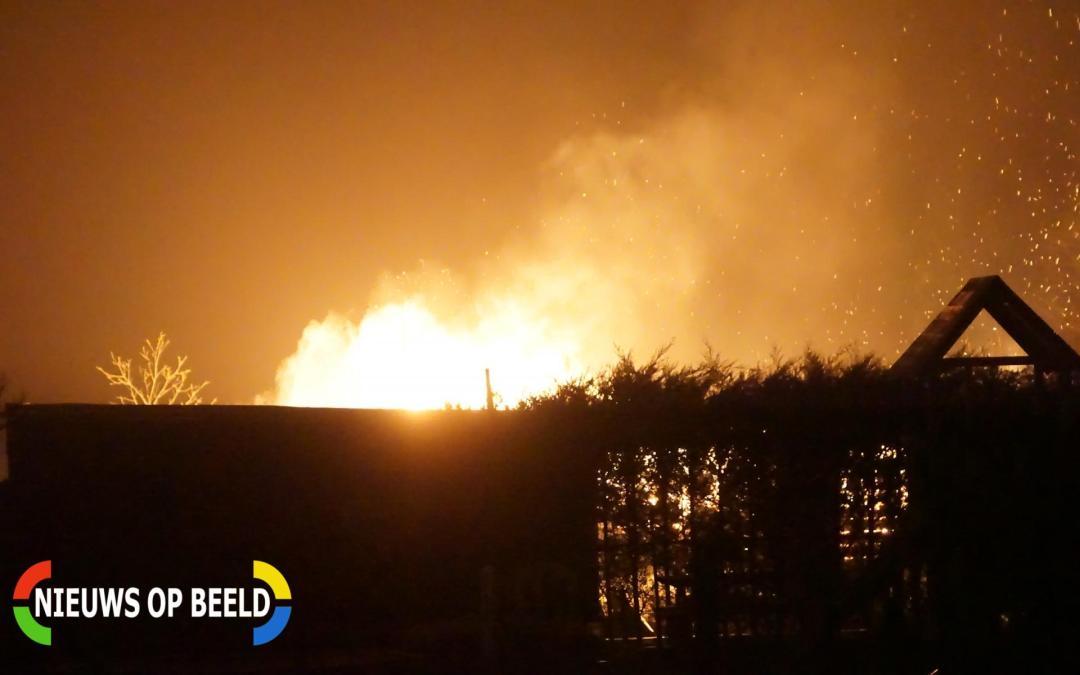 Vrijstaande loods verwoest door brand Middelburgseweg Reeuwijk