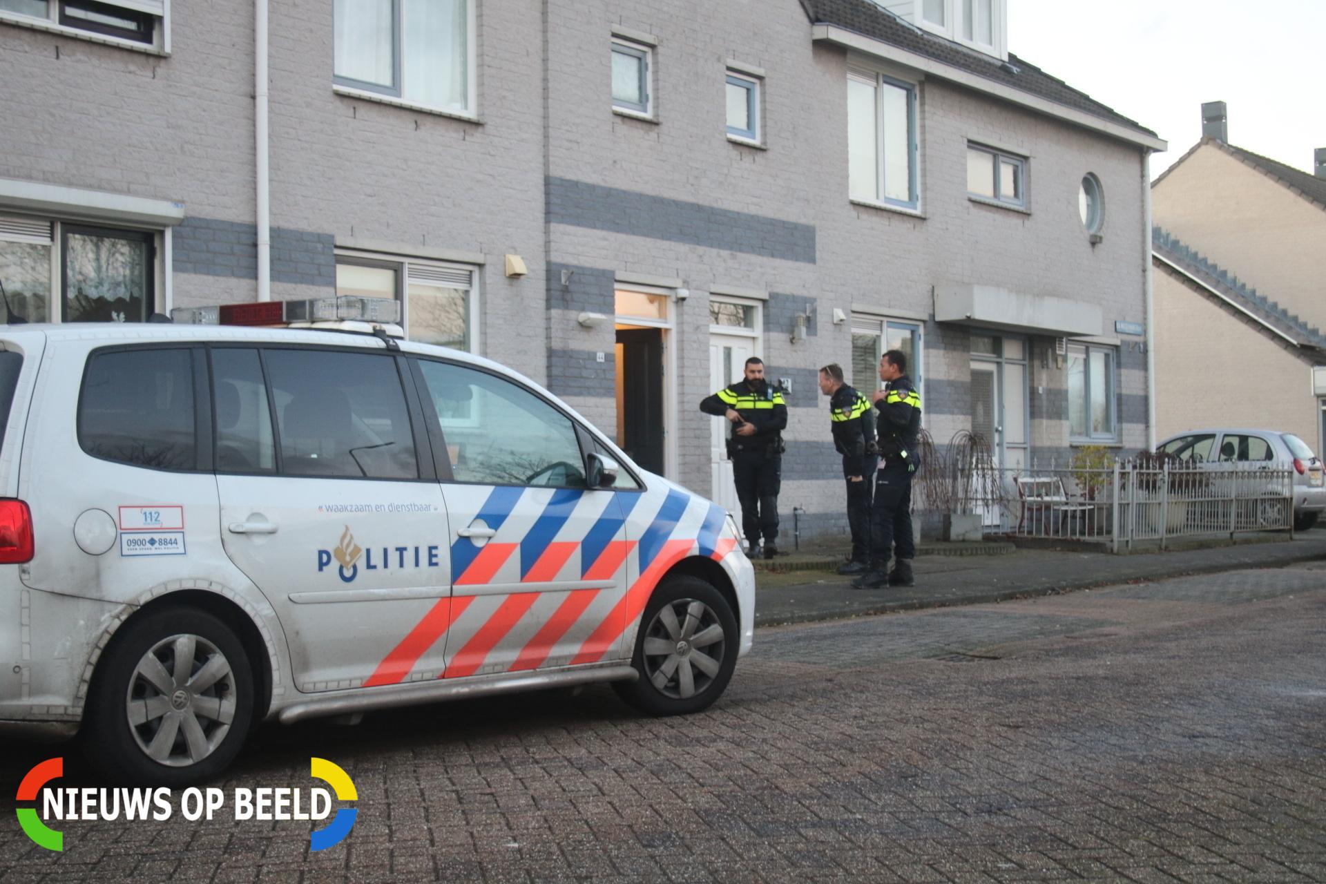 Twee overvallers dringen huis binnen en trekken mes Ida Wassermanstraat Spijkenisse