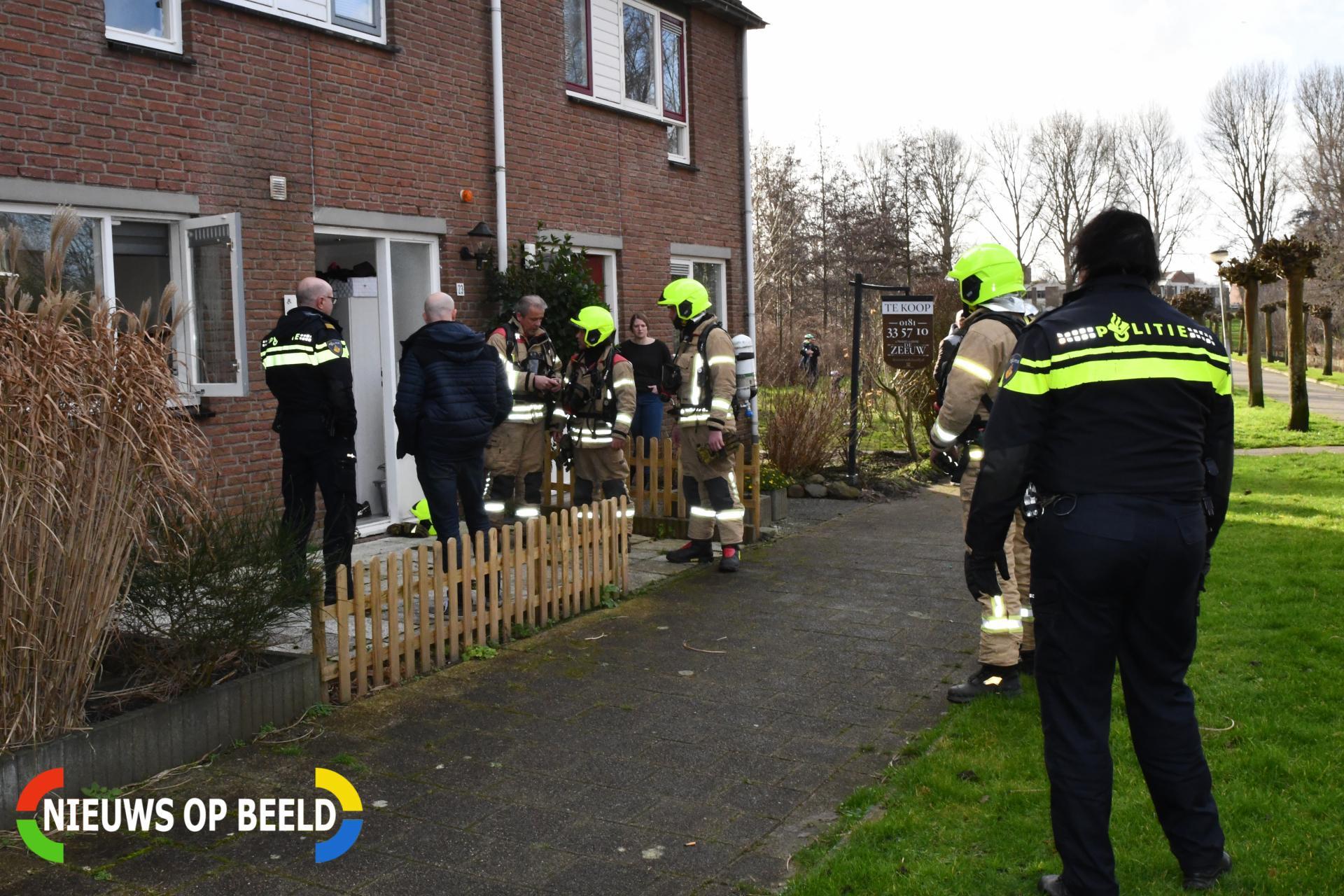 Politieagenten blussen brandende frituurpan Koolwitje Hellevoetsluis
