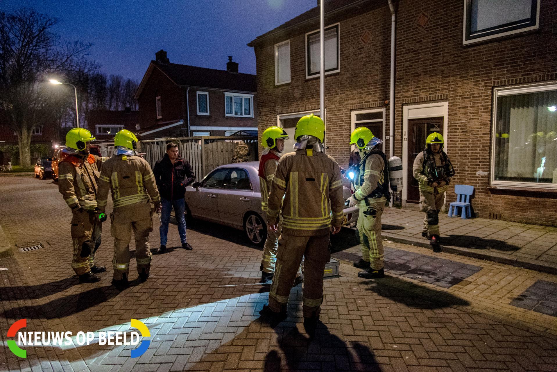 Brandweer onderzoekt benzinelucht in meerdere woningen Repelstraat Poortugaal