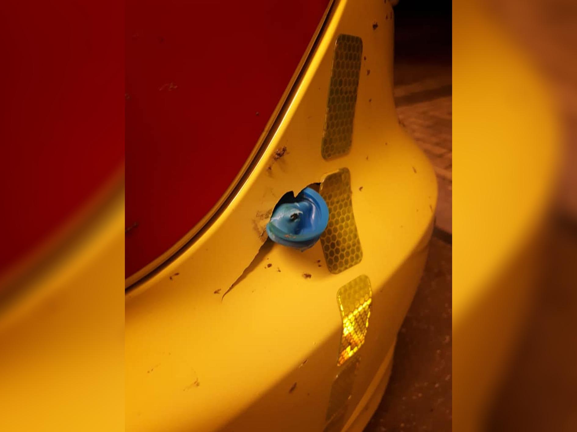 Ambulance beschadigd door illegaal vuurwerk op Nieuwjaarsdag in Hendrik-Ido-Ambacht