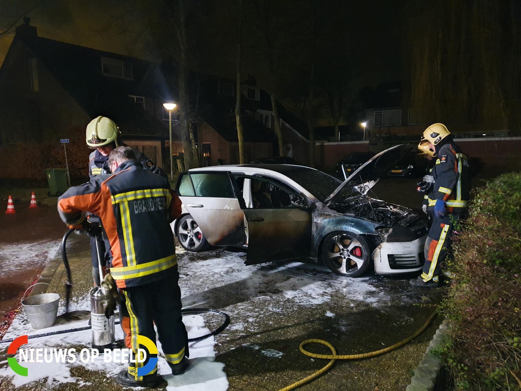 Auto verwoest door brand Doctor Albert Schweitzerlaan Benthuizen